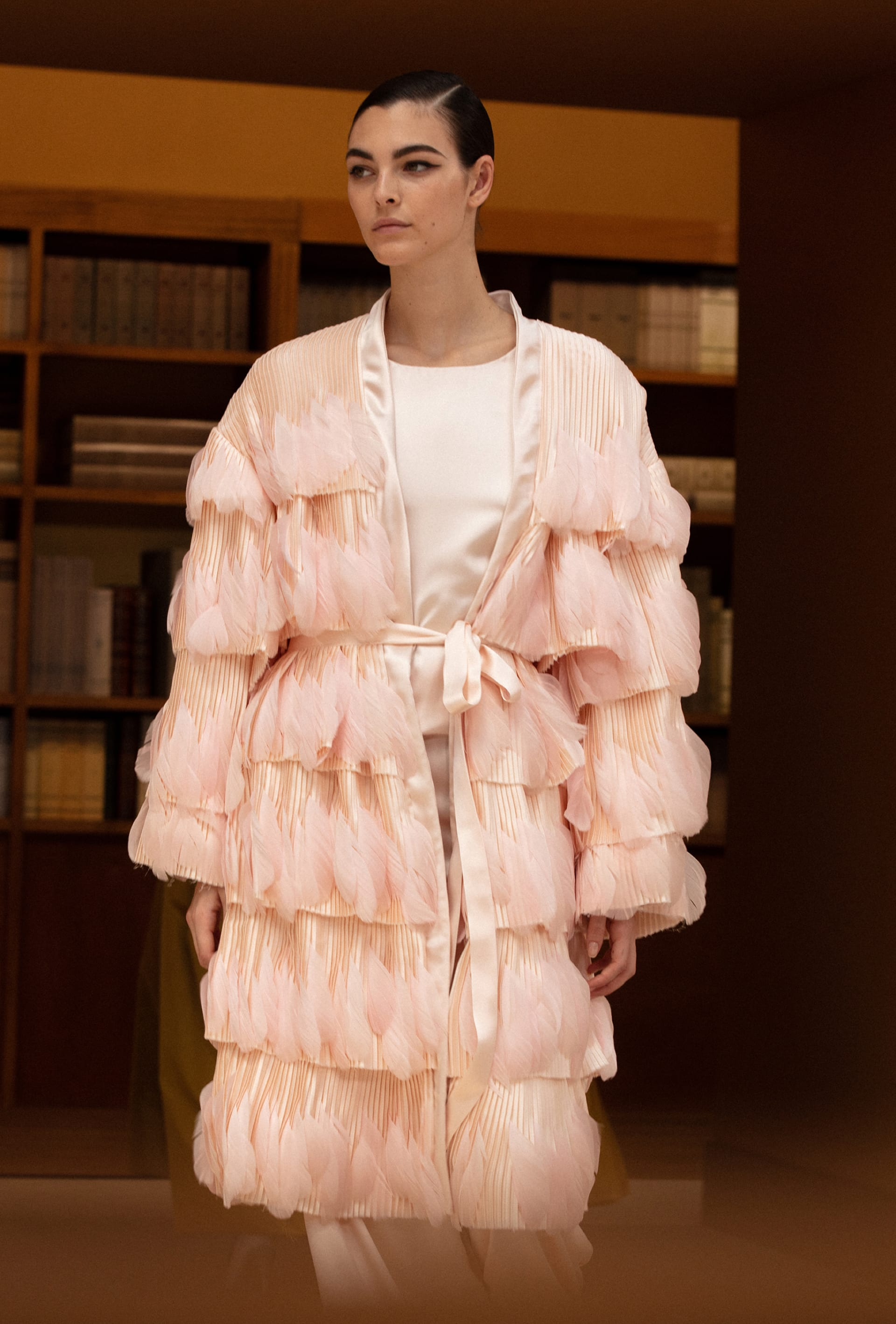 View 3 - Look 70 - Fall-Winter 2019/20 Haute-Couture - see full sized version