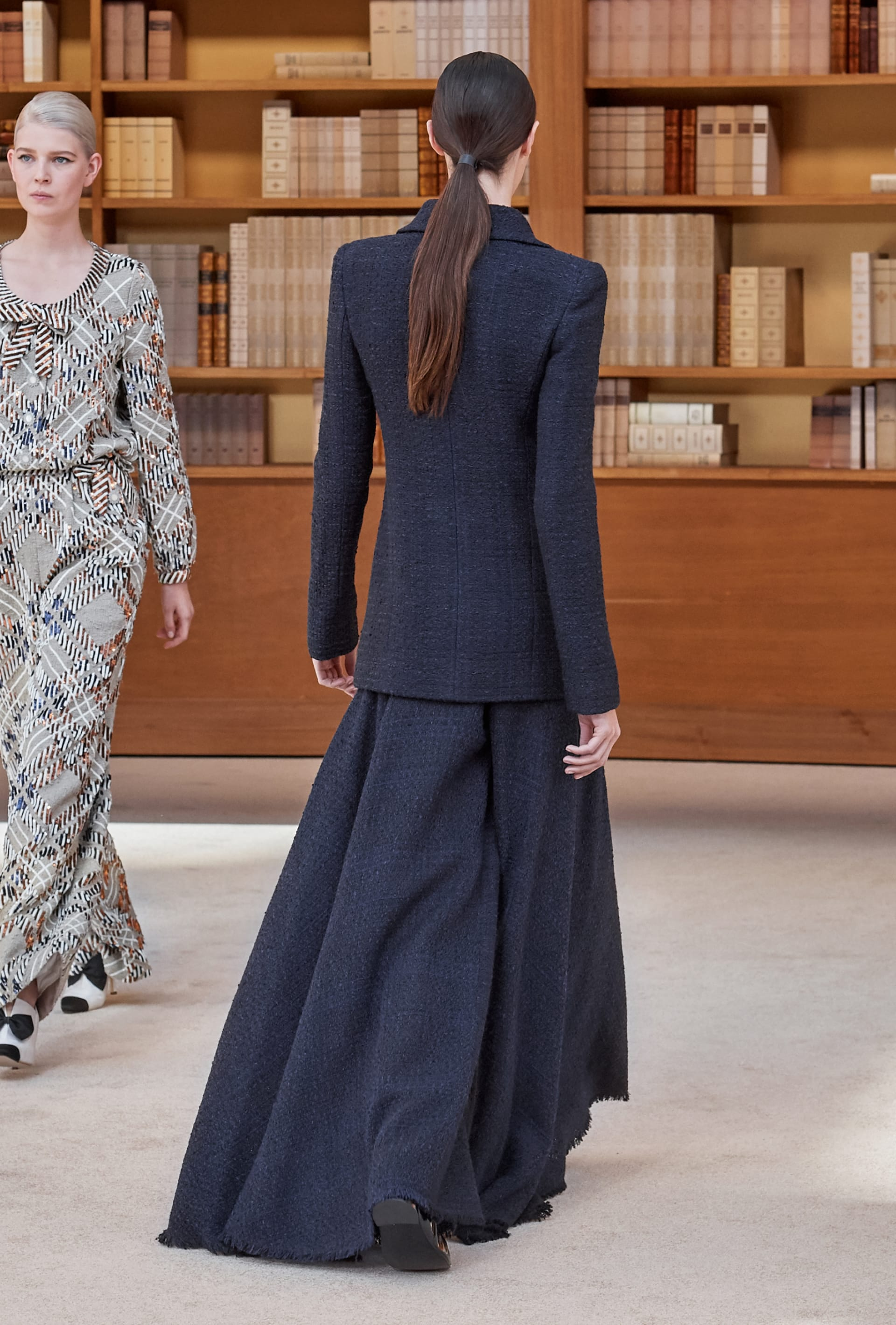 View 5 - Look 15 - Fall-Winter 2019/20 Haute-Couture - 查看全尺寸版本