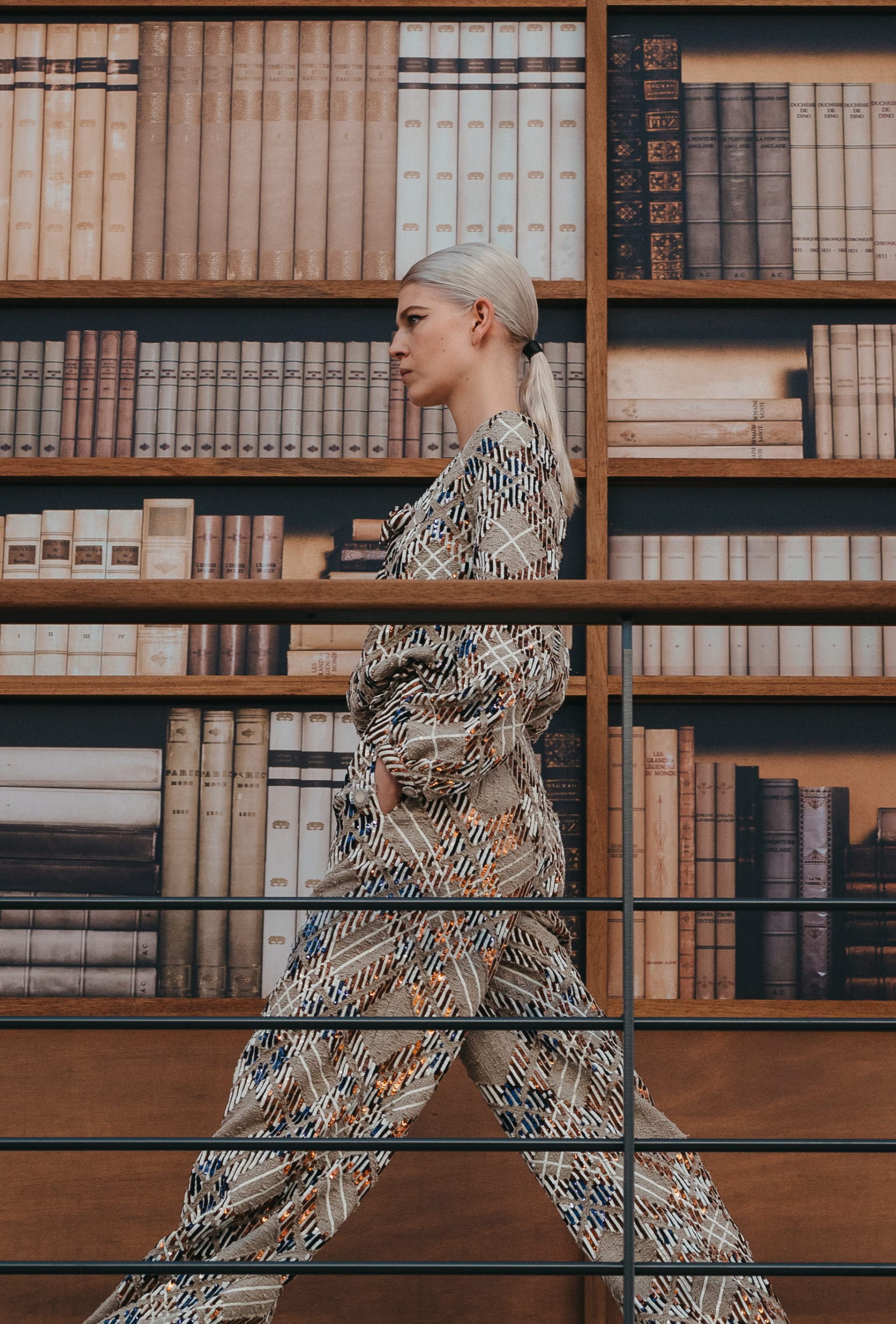 View 2 - Look 23 - Fall-Winter 2019/20 Haute-Couture - see full sized version