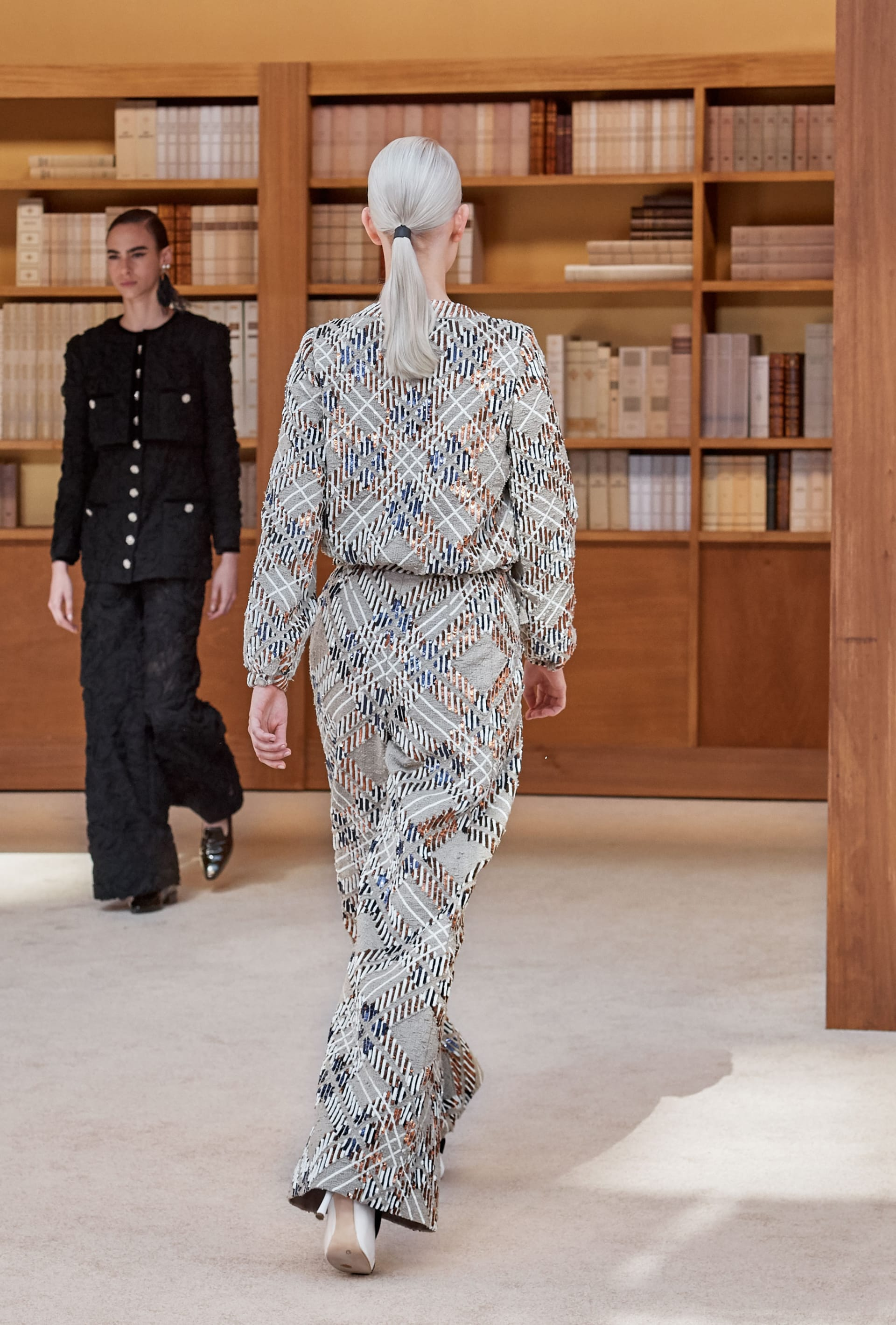 View 5 - Look 23 - Fall-Winter 2019/20 Haute-Couture - see full sized version