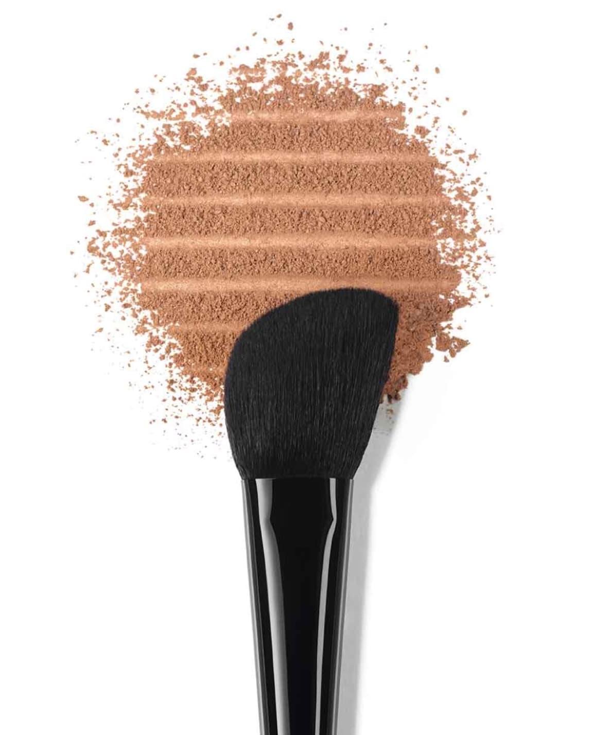 PINCEAU CONTOUR Contouring Brush Complexion Brushes | CHANEL