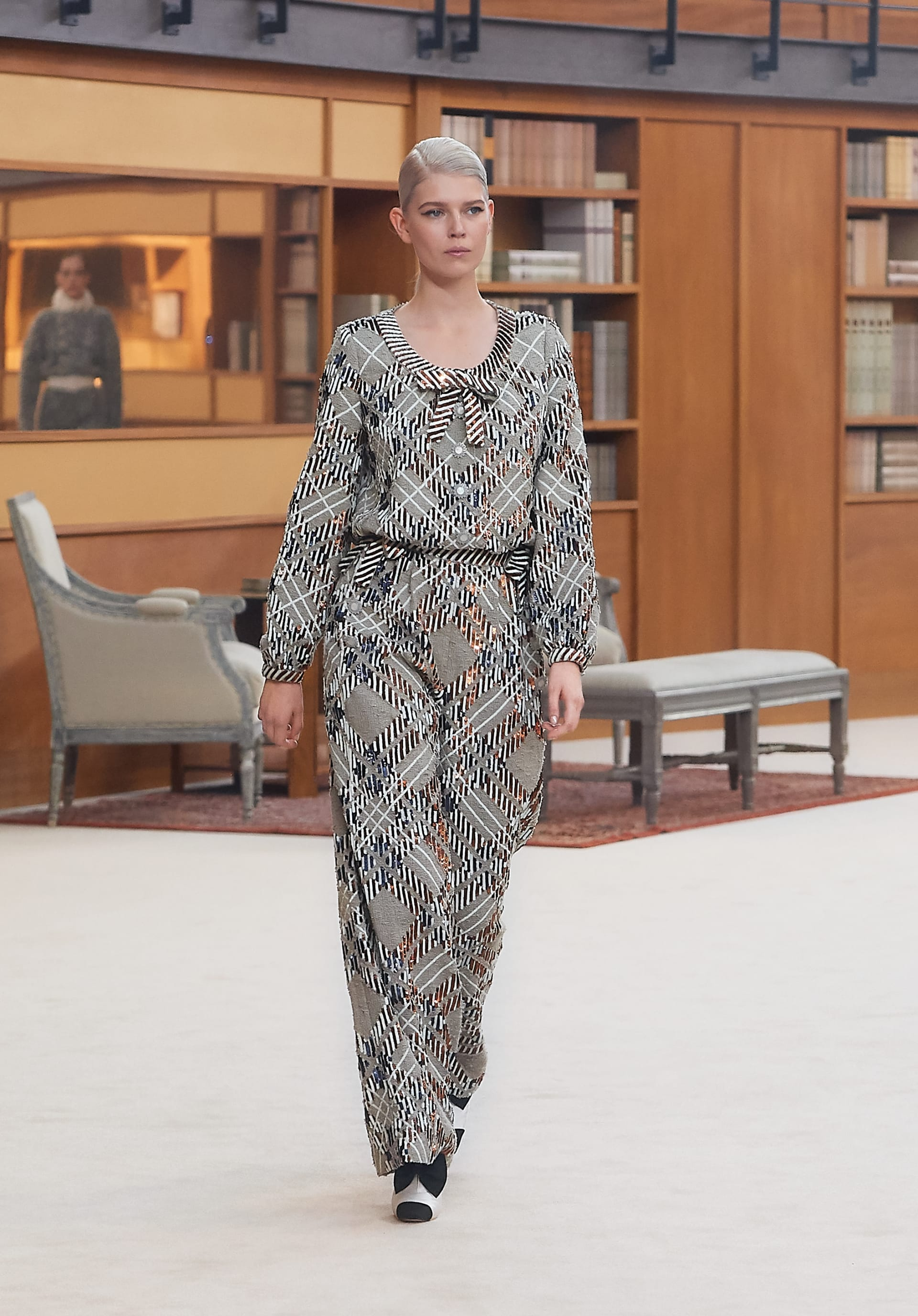View 1 - Look 23 - Fall-Winter 2019/20 Haute-Couture - see full sized version