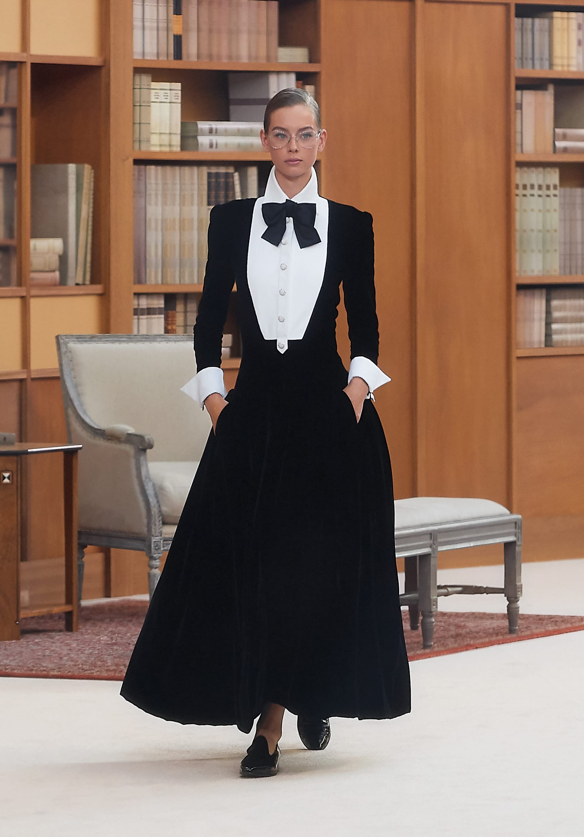 View 1 - Look 54 - Fall-Winter 2019/20 Haute-Couture - see full sized version