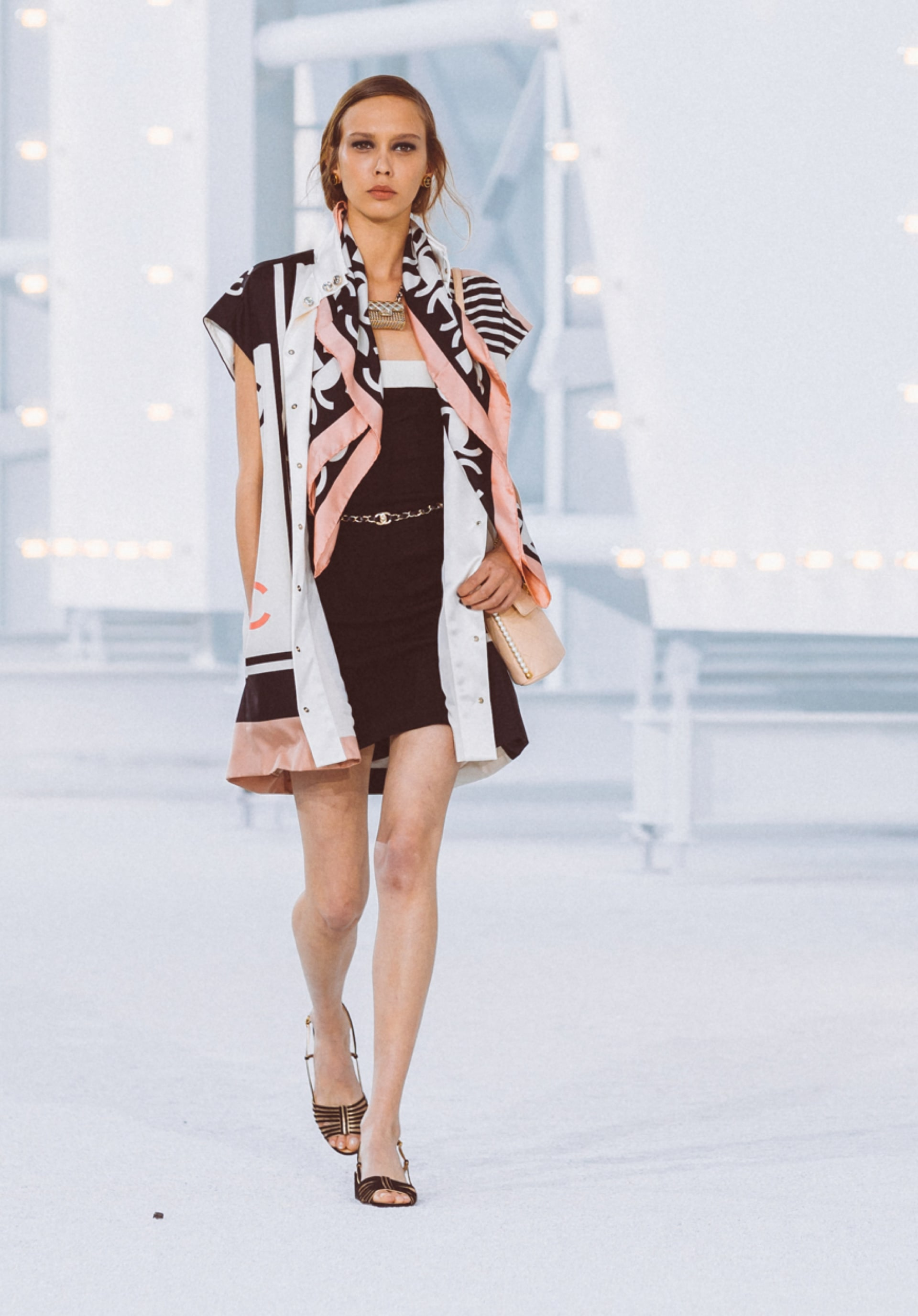 View 1 - Look39 - Spring-Summer 2021 - see full sized version