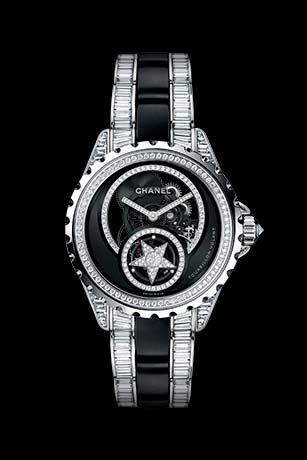 Часы J12 Tourbillon Volant Squelette из белого золота 18 карат и черной высокотехнологичной керамики с бриллиантами. Браслет с бриллиантами багетной огранки.