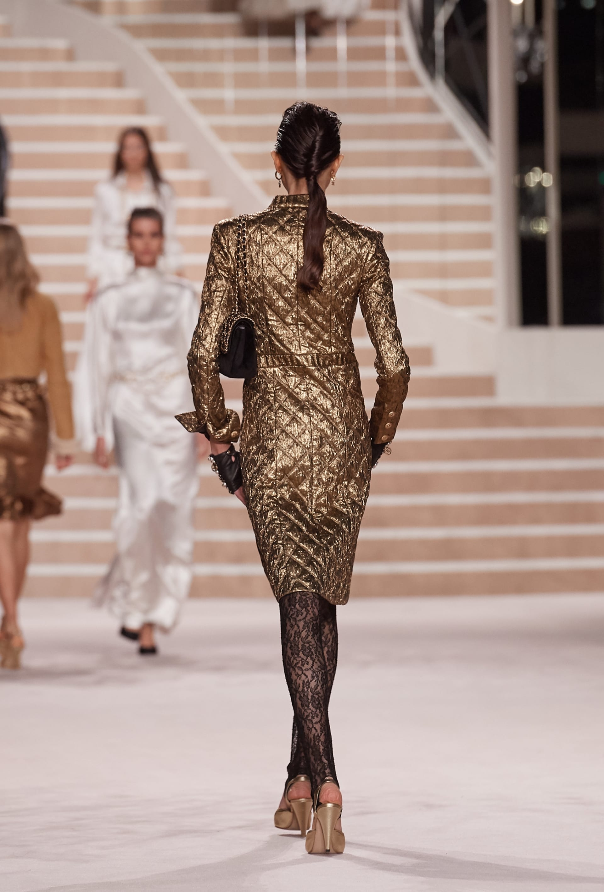 View 4 - Look 51 - Métiers d'Art 2019/20 - see full sized version