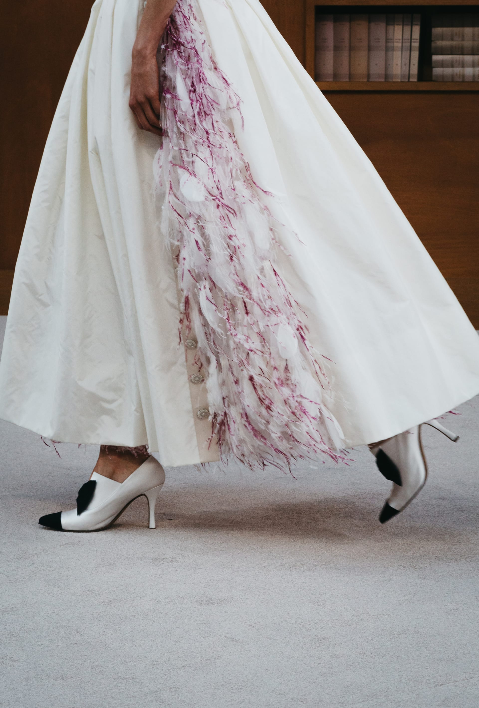 View 4 - Look 62 - Fall-Winter 2019/20 Haute-Couture - see full sized version