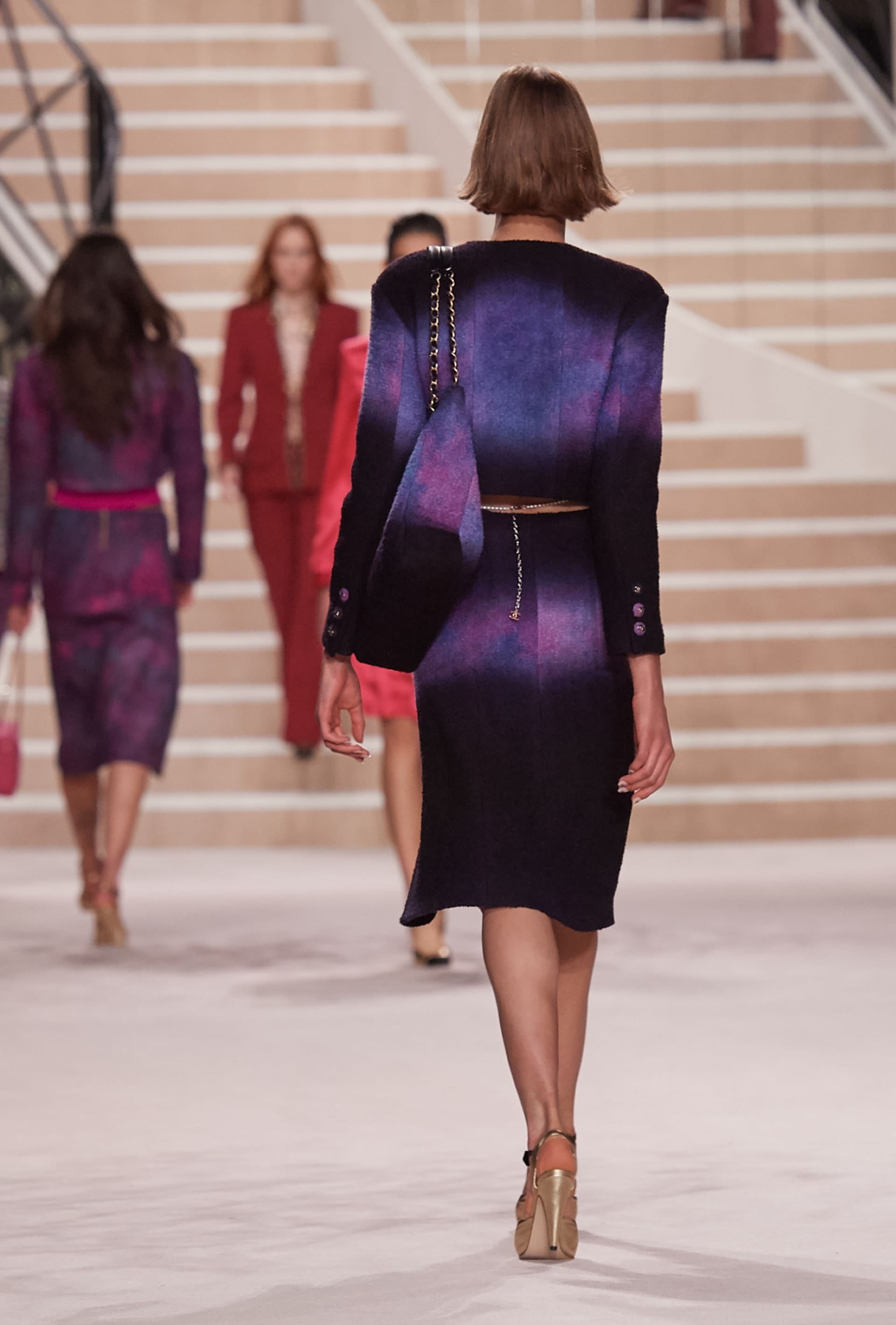 View 3 - Look 23 - Métiers d'Art 2019/20 - see full sized version