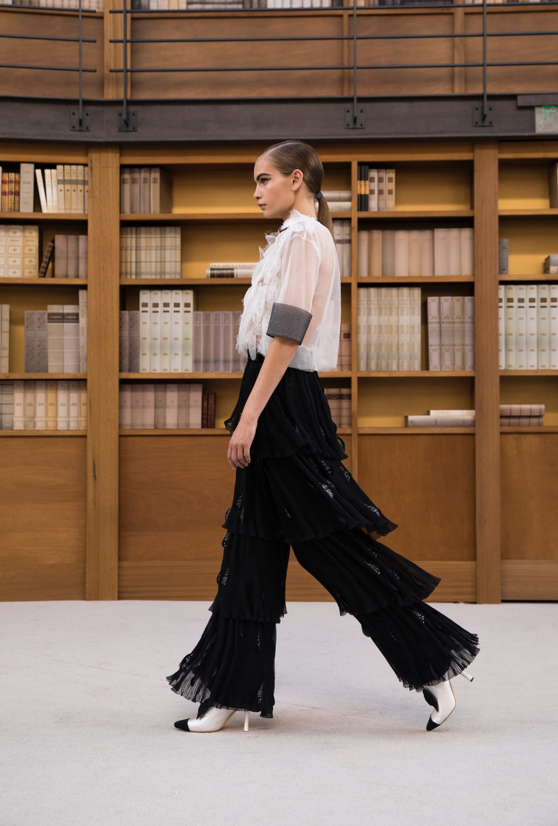 View 5 - Look 59 - Fall-Winter 2019/20 Haute-Couture - see full sized version