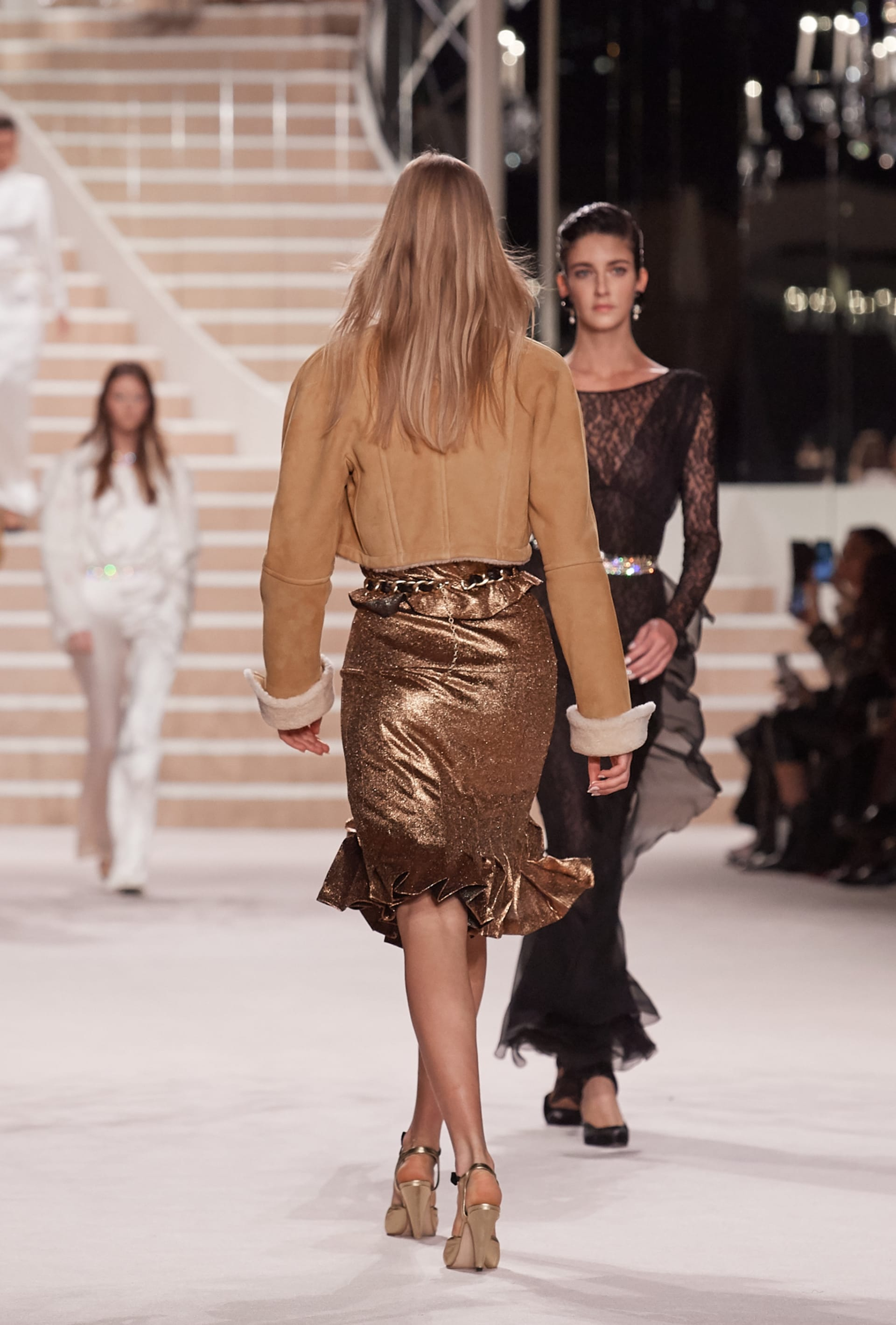 View 4 - Look 50 - Métiers d'Art 2019/20 - see full sized version