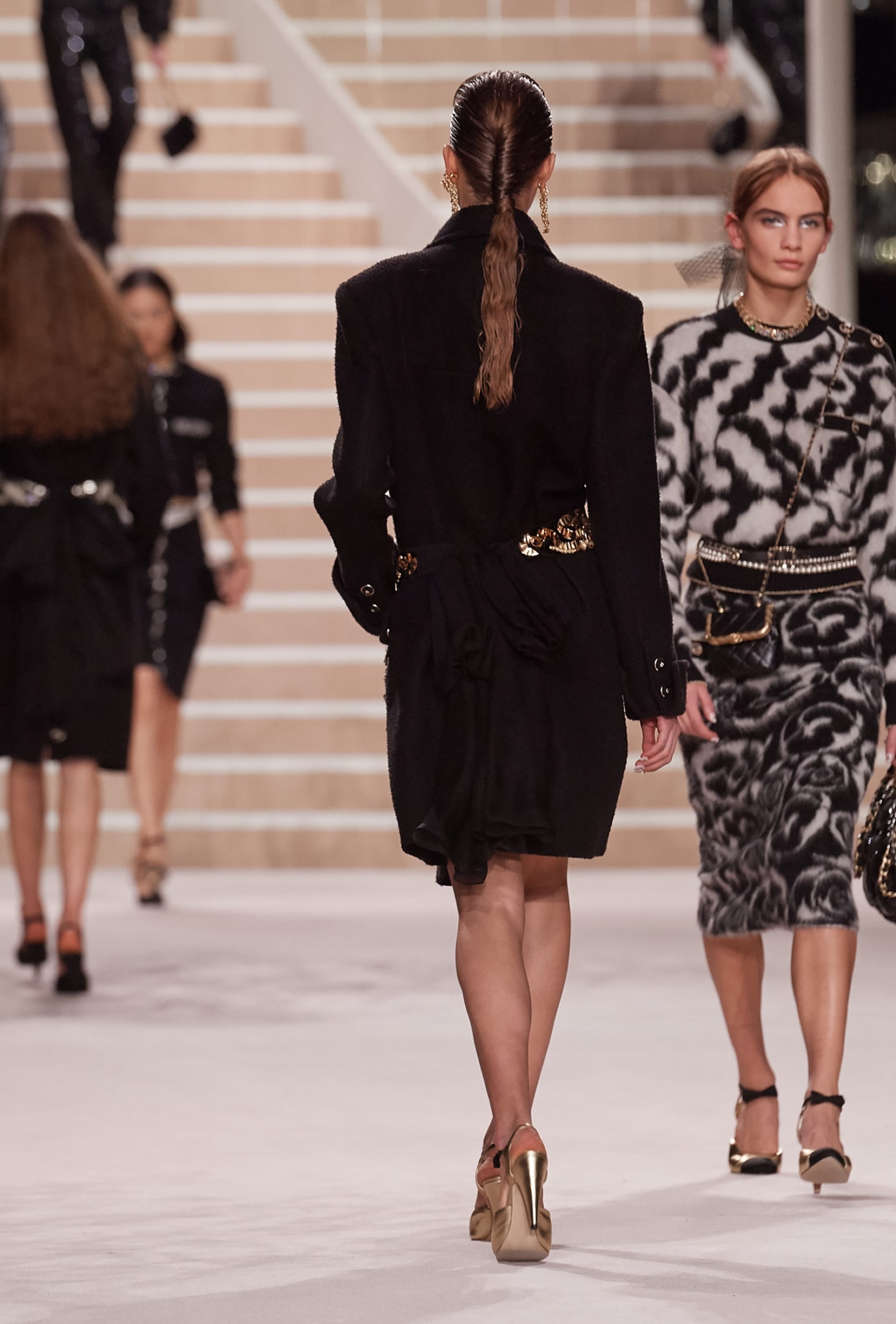 View 4 - Look 4 - Métiers d'Art 2019/20 - see full sized version