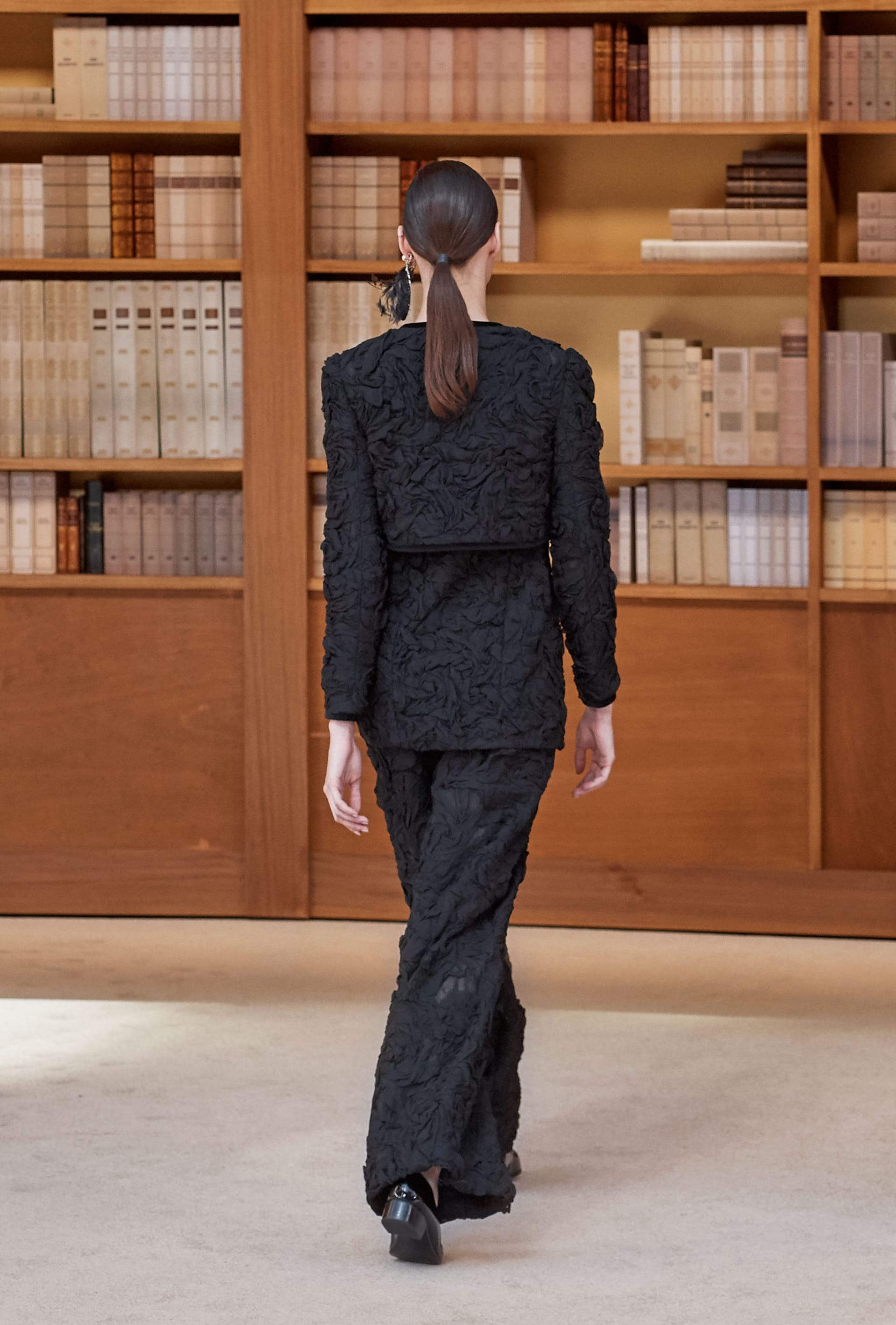 View 3 - Look 31 - Fall-Winter 2019/20 Haute-Couture - see full sized version