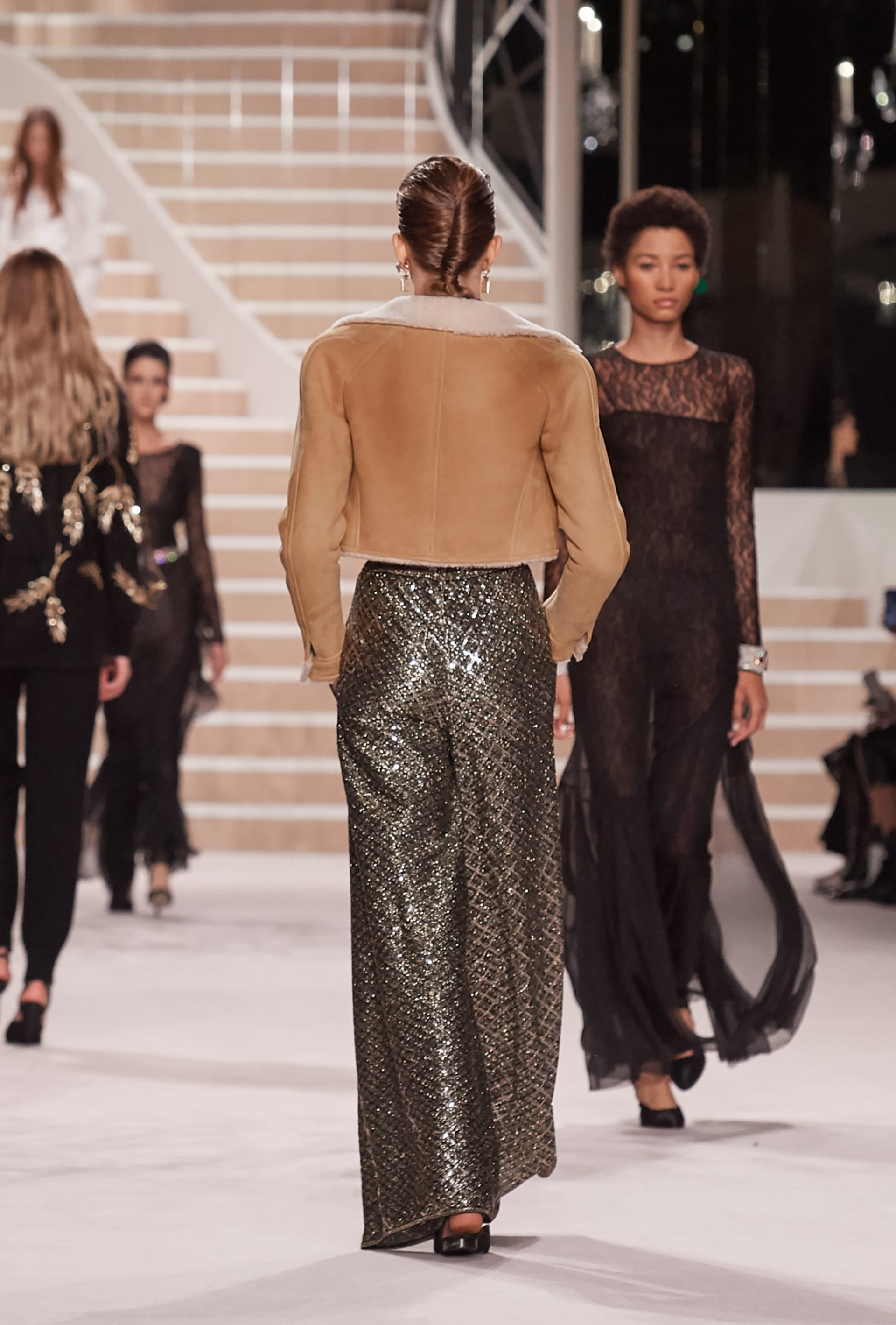 View 4 - Look 49 - Métiers d'Art 2019/20 - see full sized version