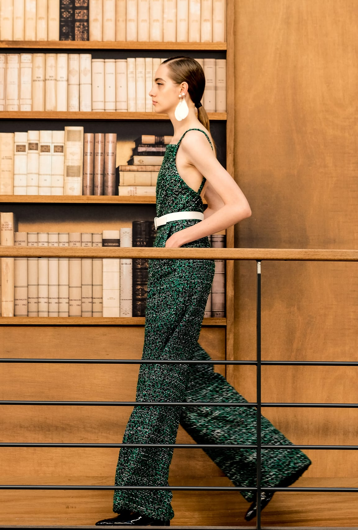 View 3 - Look 10 - Fall-Winter 2019/20 Haute-Couture - see full sized version