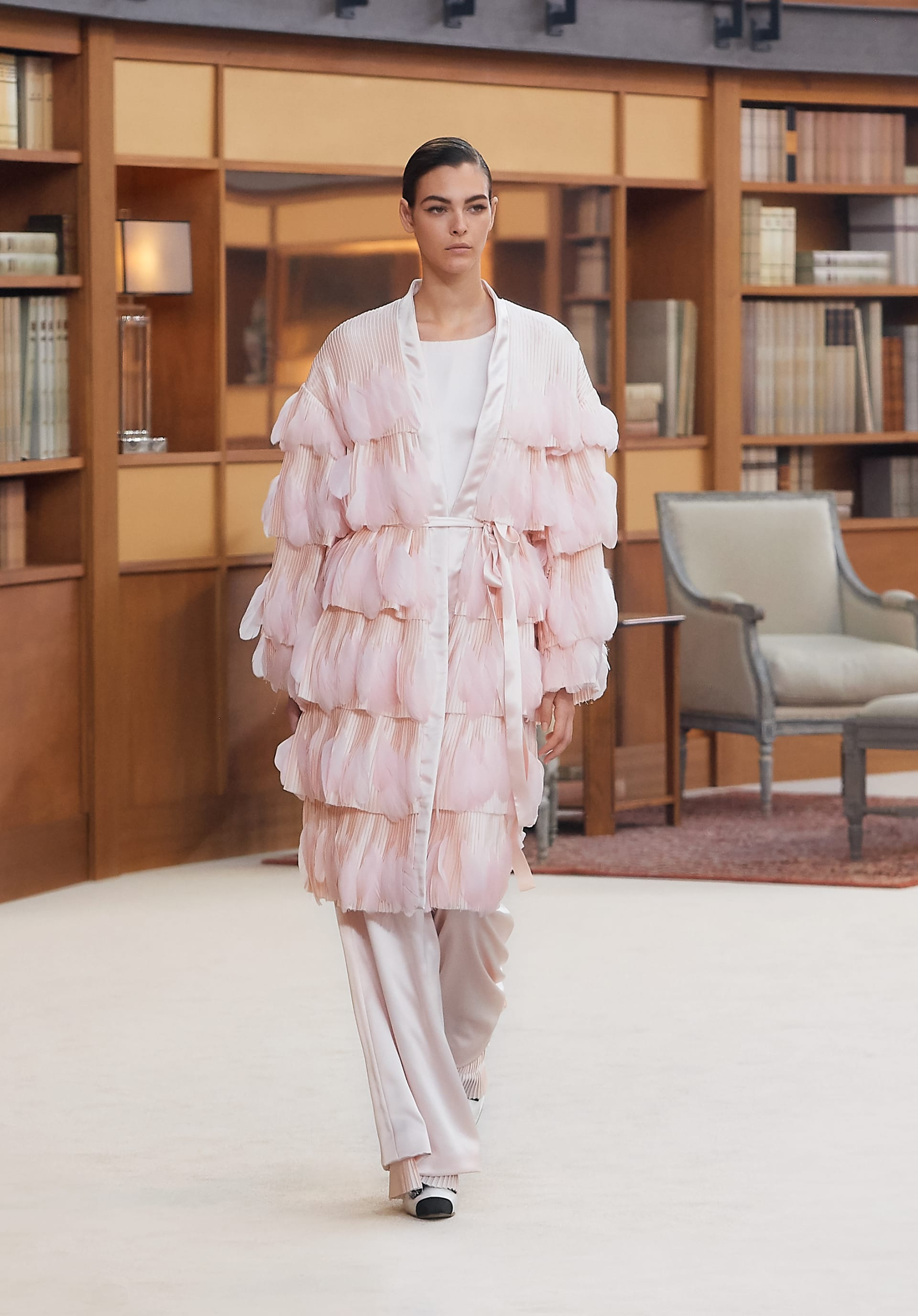 View 1 - Look 70 - Fall-Winter 2019/20 Haute-Couture - see full sized version