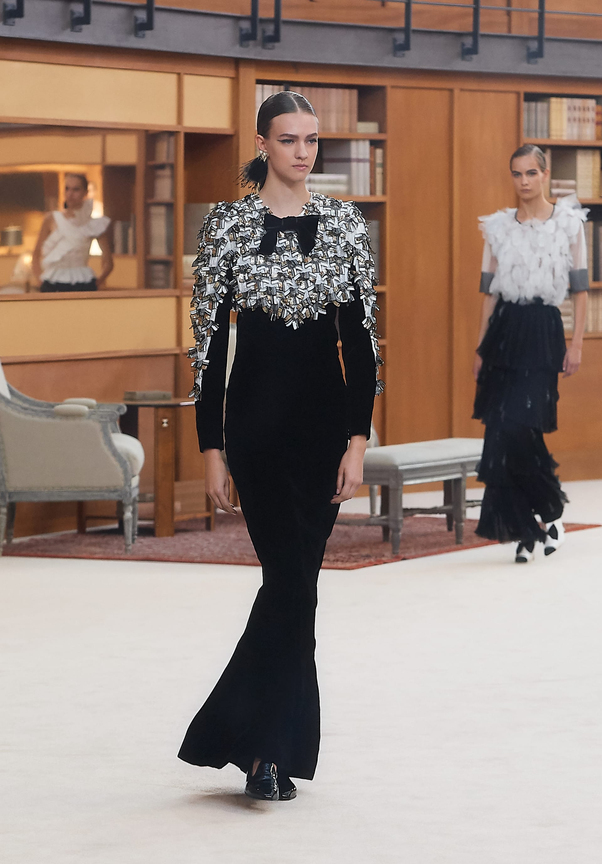 View 1 - Look 58 - Fall-Winter 2019/20 Haute-Couture - see full sized version