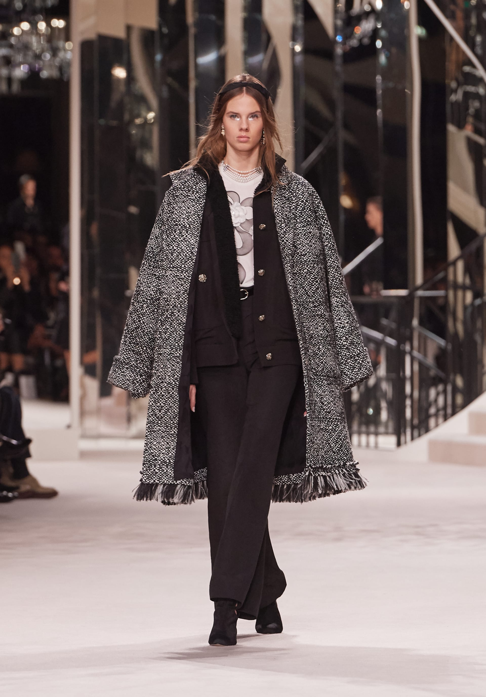 View 1 - Look 7 - Métiers d'Art 2019/20 - see full sized version