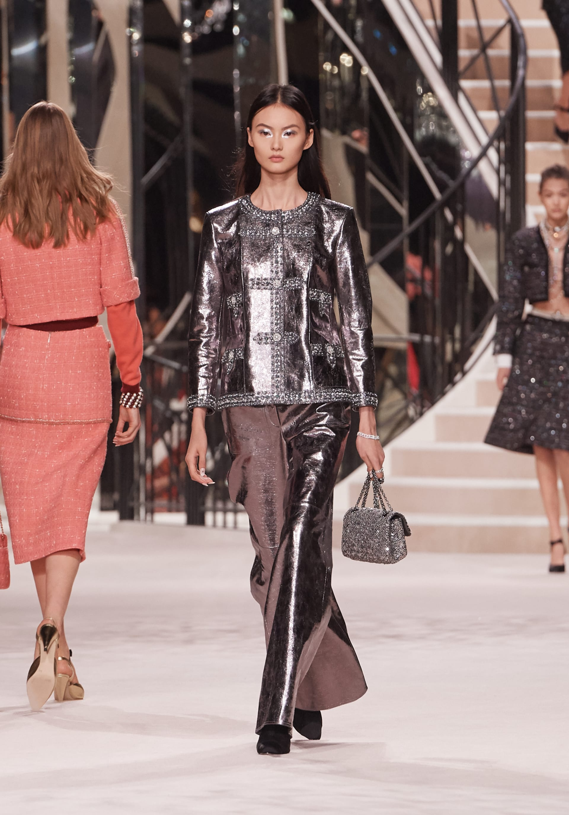 View 1 - Look 38 - Métiers d'Art 2019/20 - see full sized version