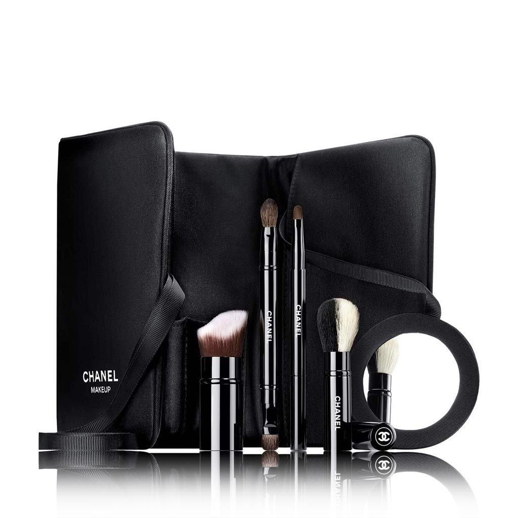 LES INDISPENSABLES DE CHANEL A set of 4 brushes