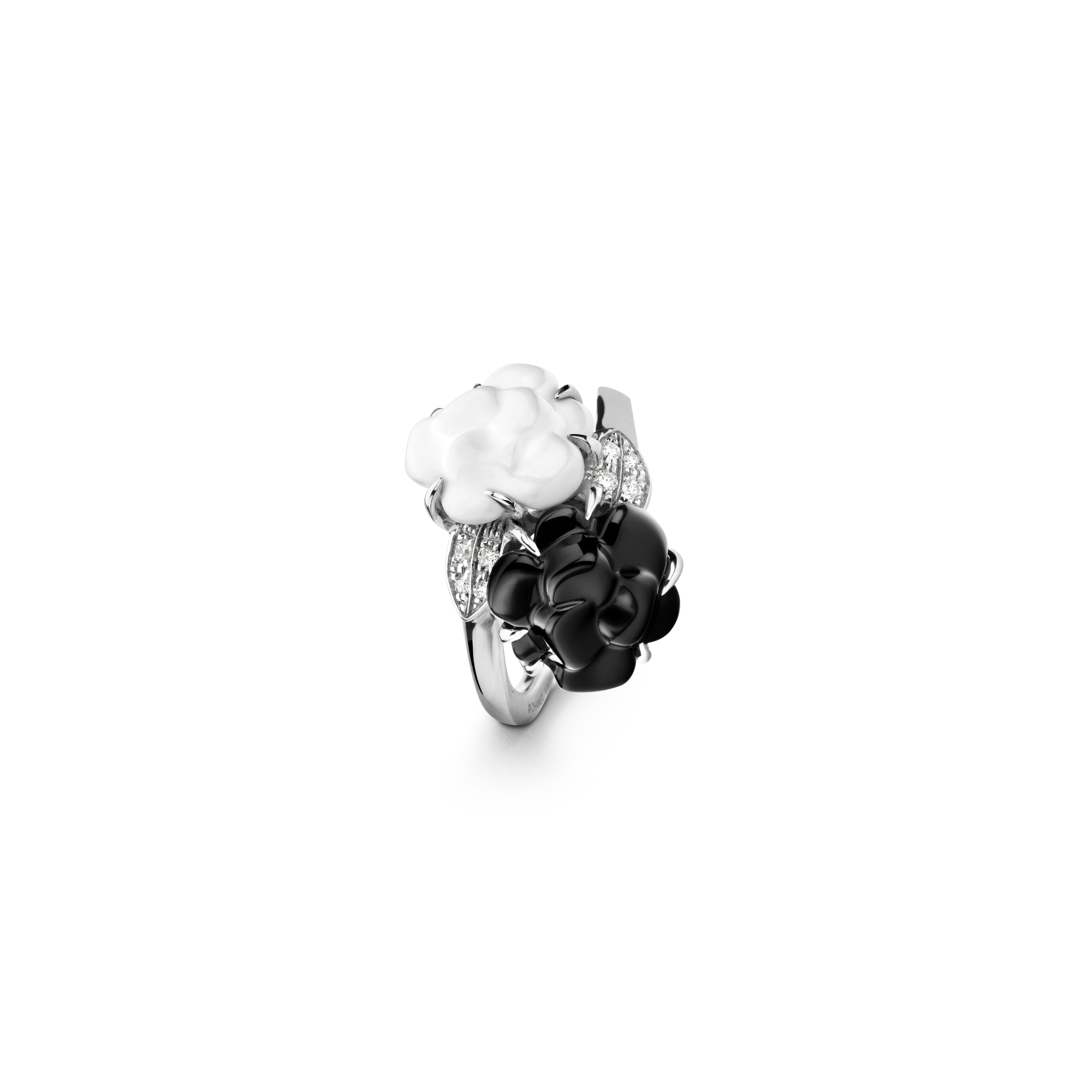 Camélia ring - Camélia Sculpté ring in white agate and black onyx, 18K white gold and diamonds - Default view - see full sized version
