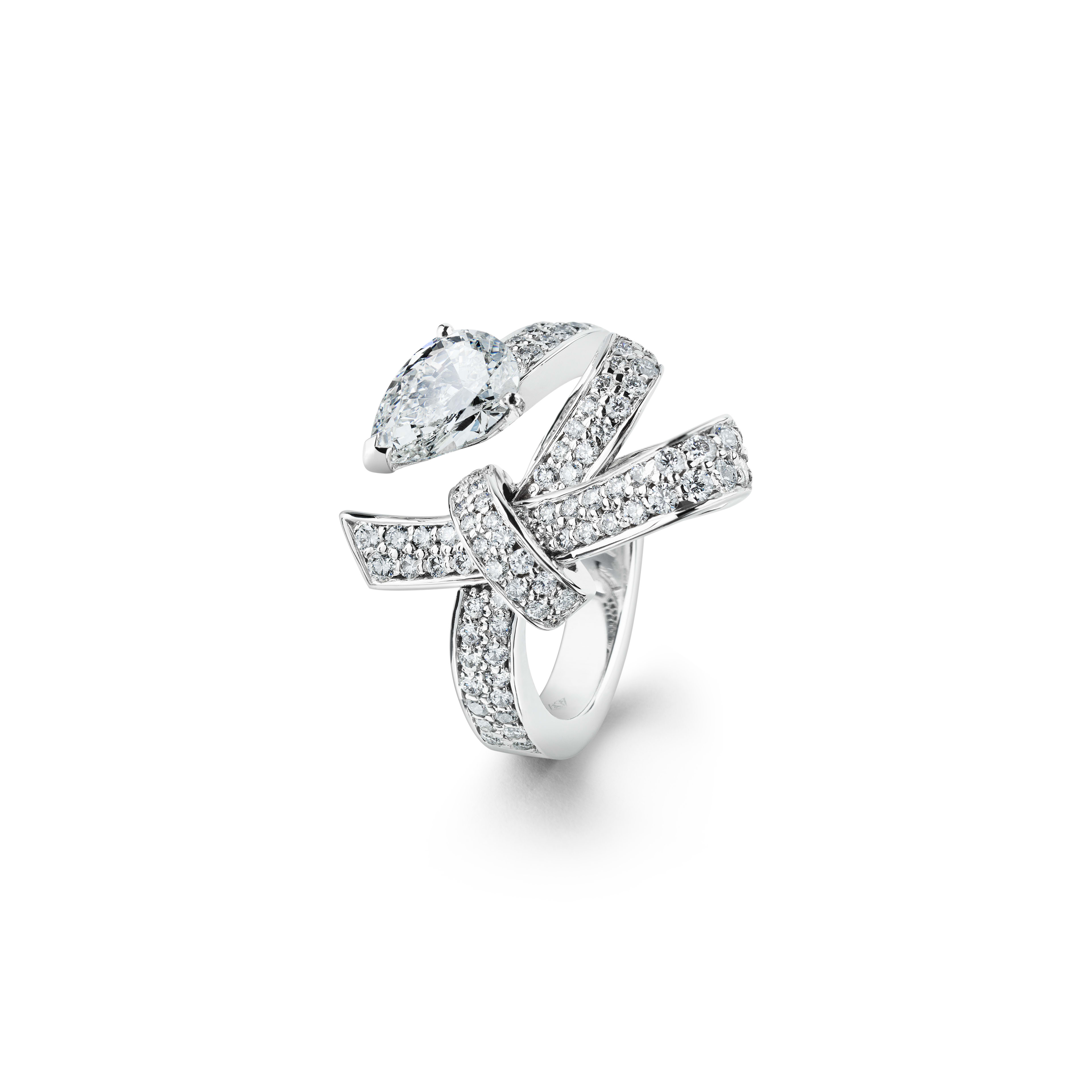 Ruban ring - Ruban ring in 18K white gold and diamonds with one center diamond - Default view - see full sized version
