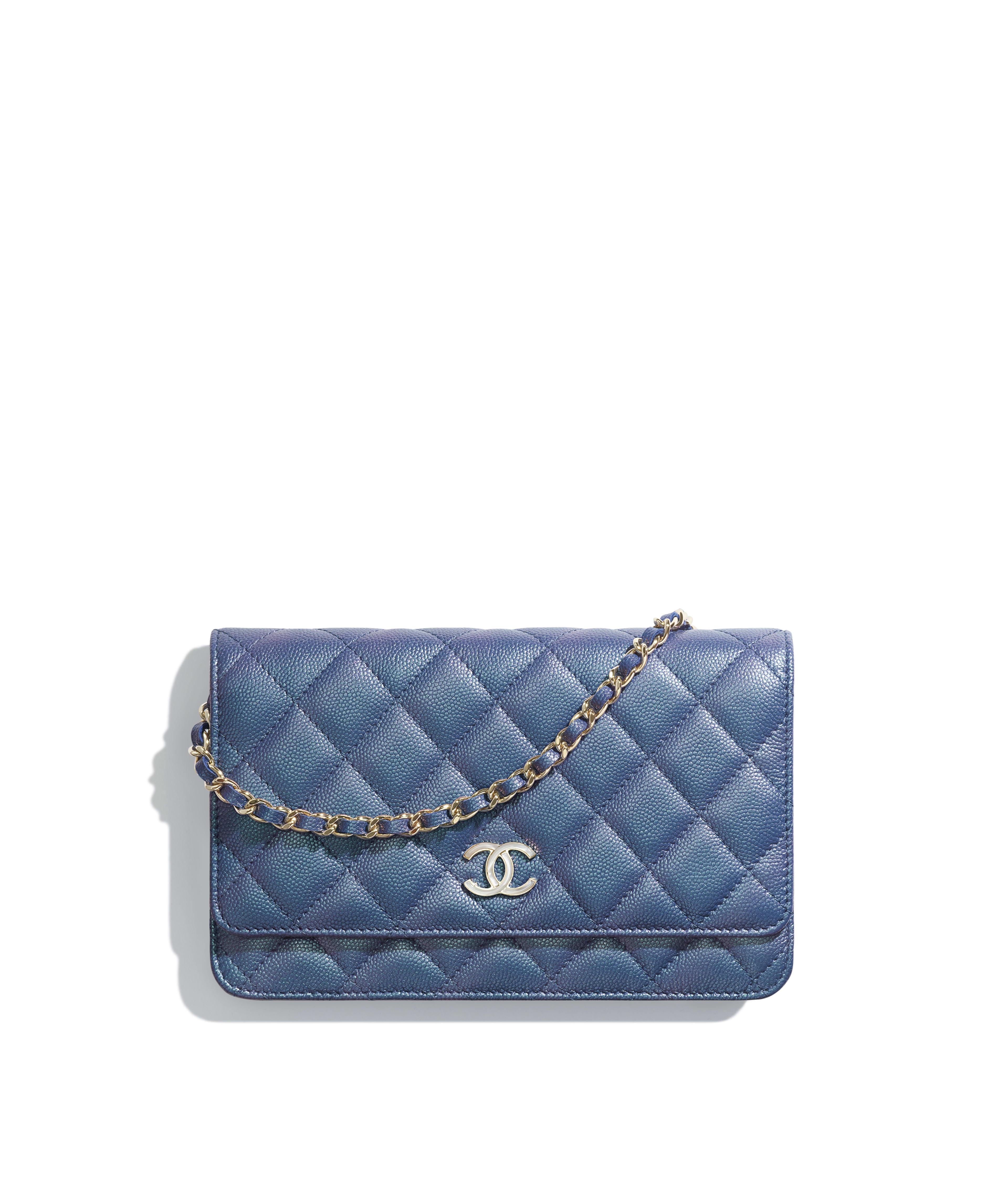 c591ca63021b Wallet on Chain Iridescent Grained Lambskin & Gold-Tone Metal, Dark Blue  Ref. AP0315B00483N0901
