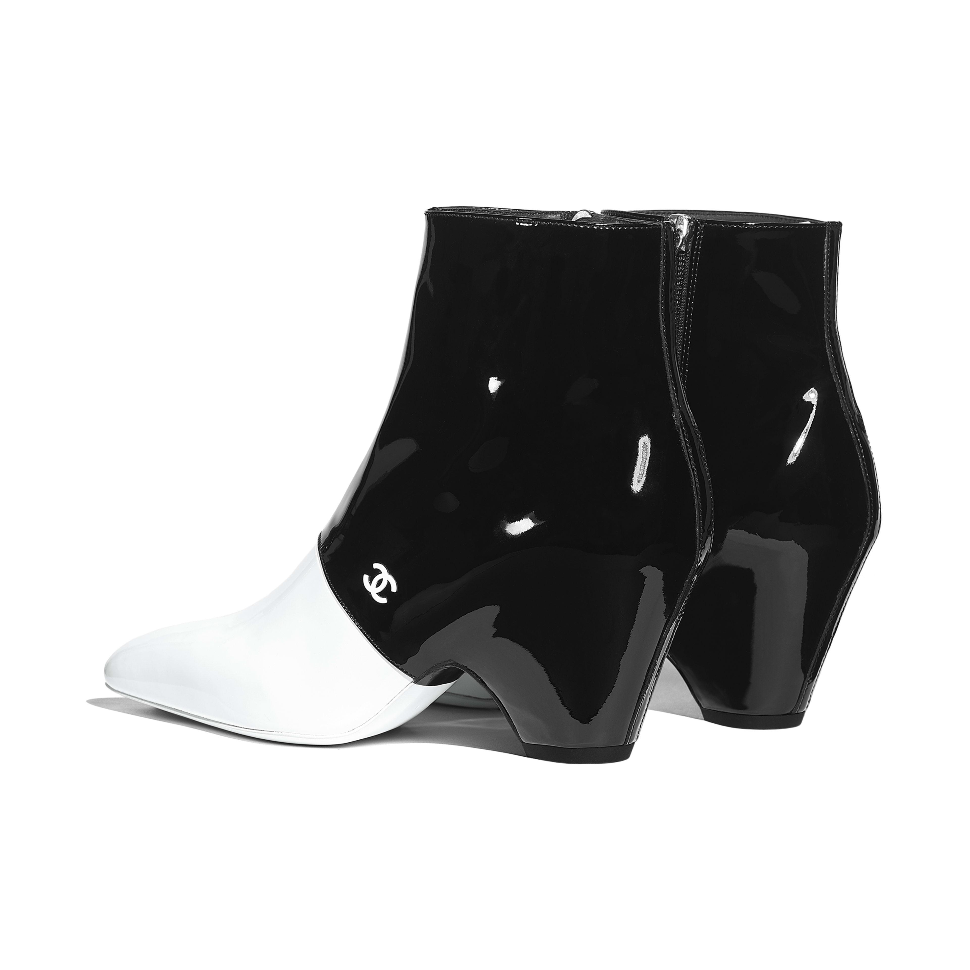 รองเท้าบู้ทสั้น - สีขาวและสีดำ - หนังลูกวัวเคลือบเงา - มุมมองอื่น - ดูเวอร์ชันขนาดเต็ม