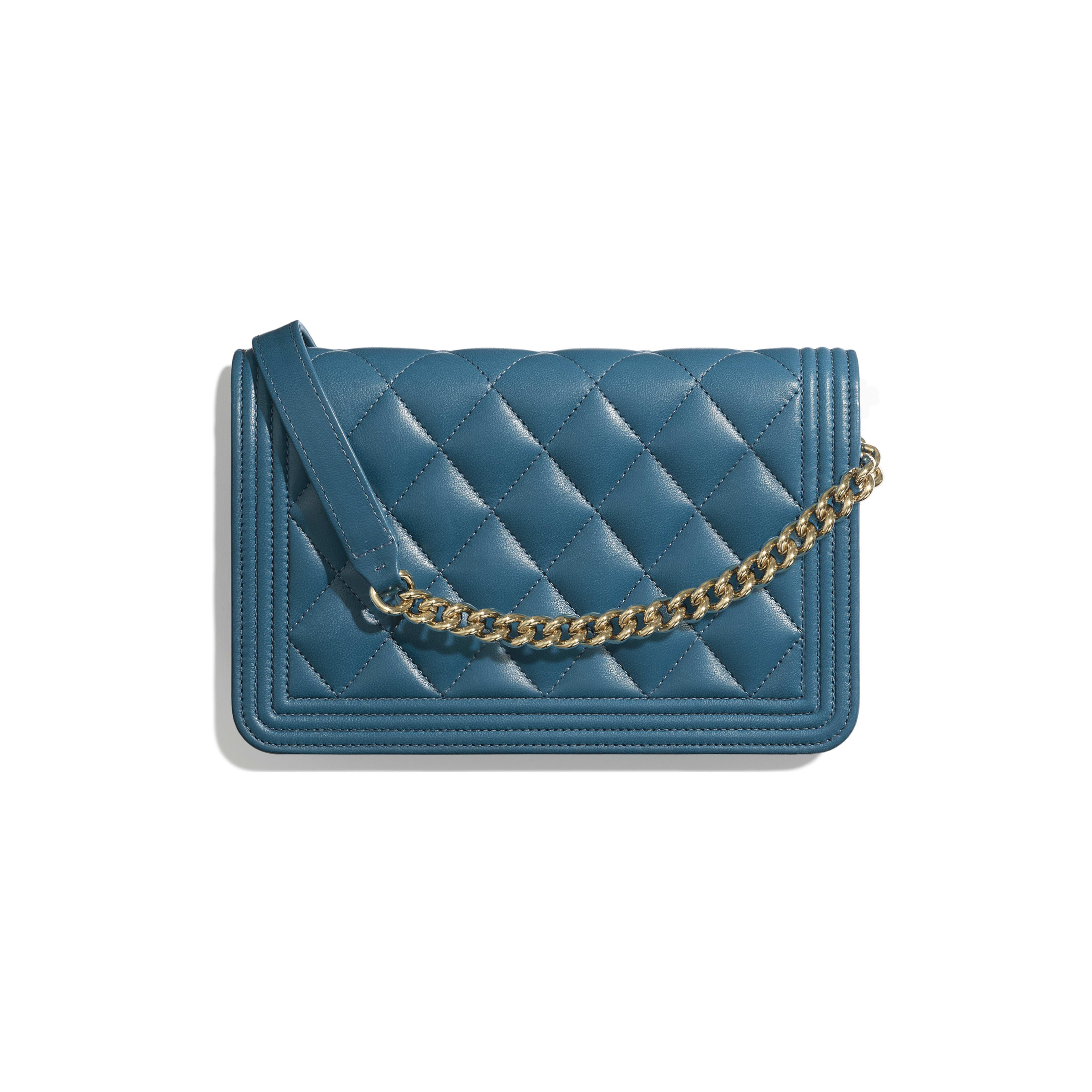 กระเป๋าสตางค์ Boy Chanel พร้อมสายโซ่ - สีฟ้าเทอร์ควอยซ์ - หนังแกะและโลหะสีทอง - มุมมองทางอื่น - ดูเวอร์ชันขนาดเต็ม