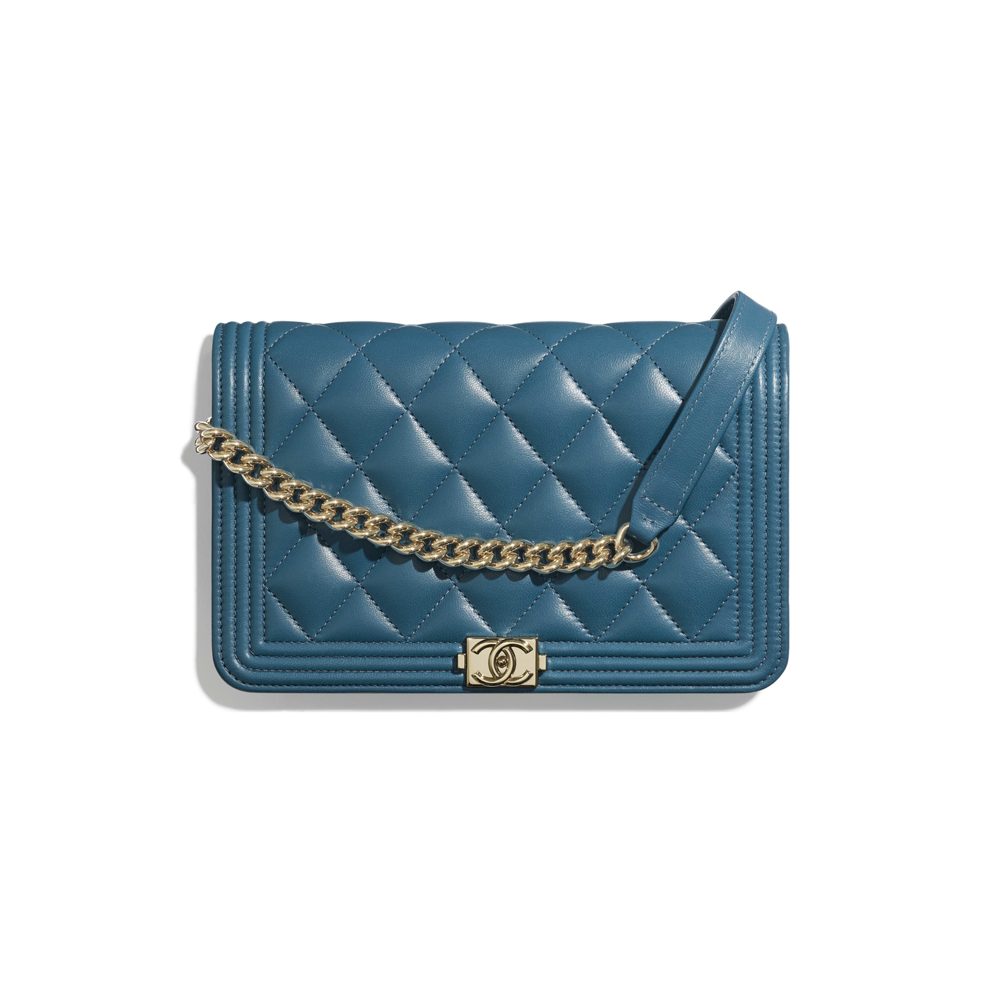 กระเป๋าสตางค์ Boy Chanel พร้อมสายโซ่ - สีฟ้าเทอร์ควอยซ์ - หนังแกะและโลหะสีทอง - มุมมองปัจจุบัน - ดูเวอร์ชันขนาดเต็ม