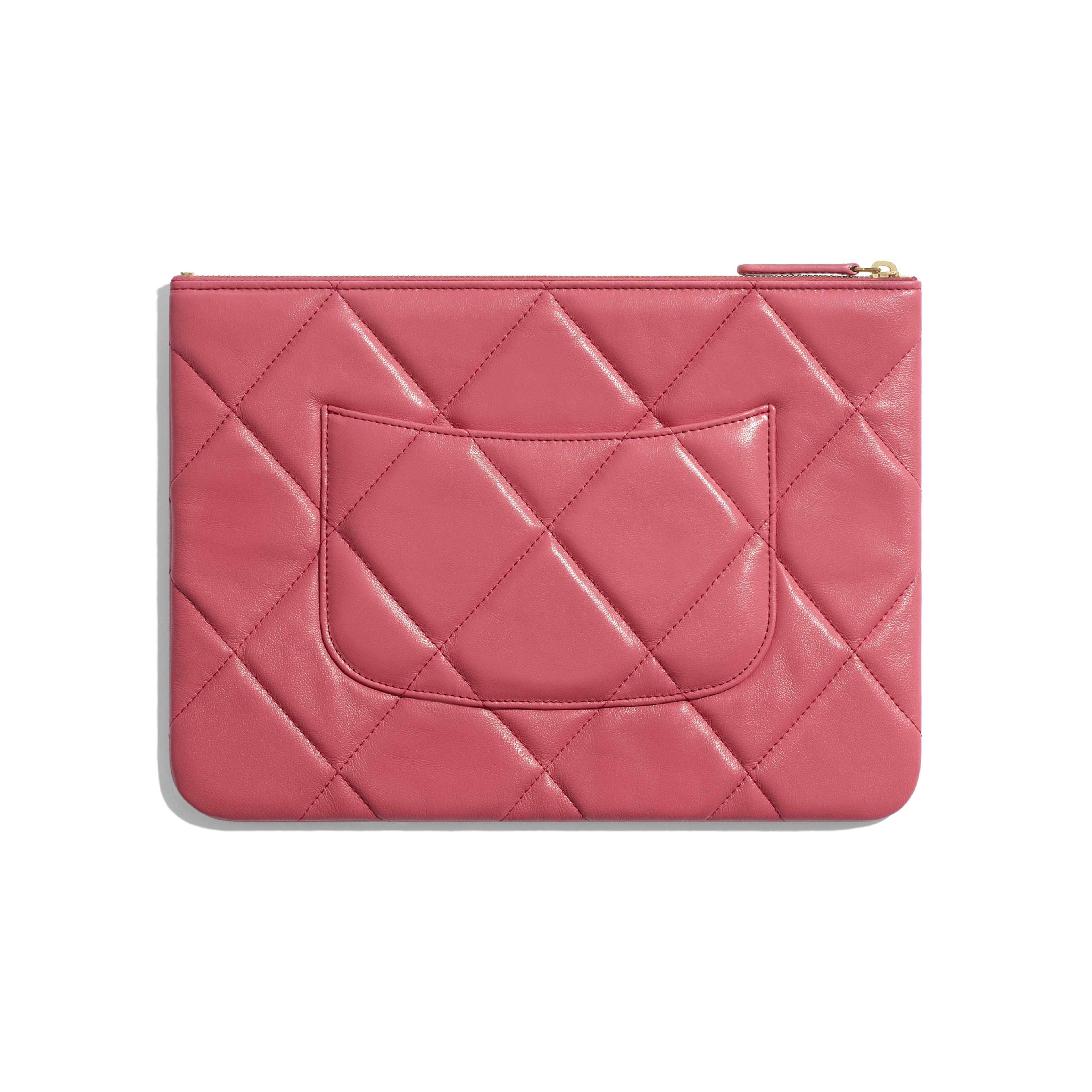 กระเป๋าเพาช์ CHANEL 19 - สีชมพู - หนังแกะ โลหะสีทอง โลหะสีเงิน และโลหะเคลือบรูทีเนียม - มุมมองทางอื่น - ดูเวอร์ชันขนาดเต็ม