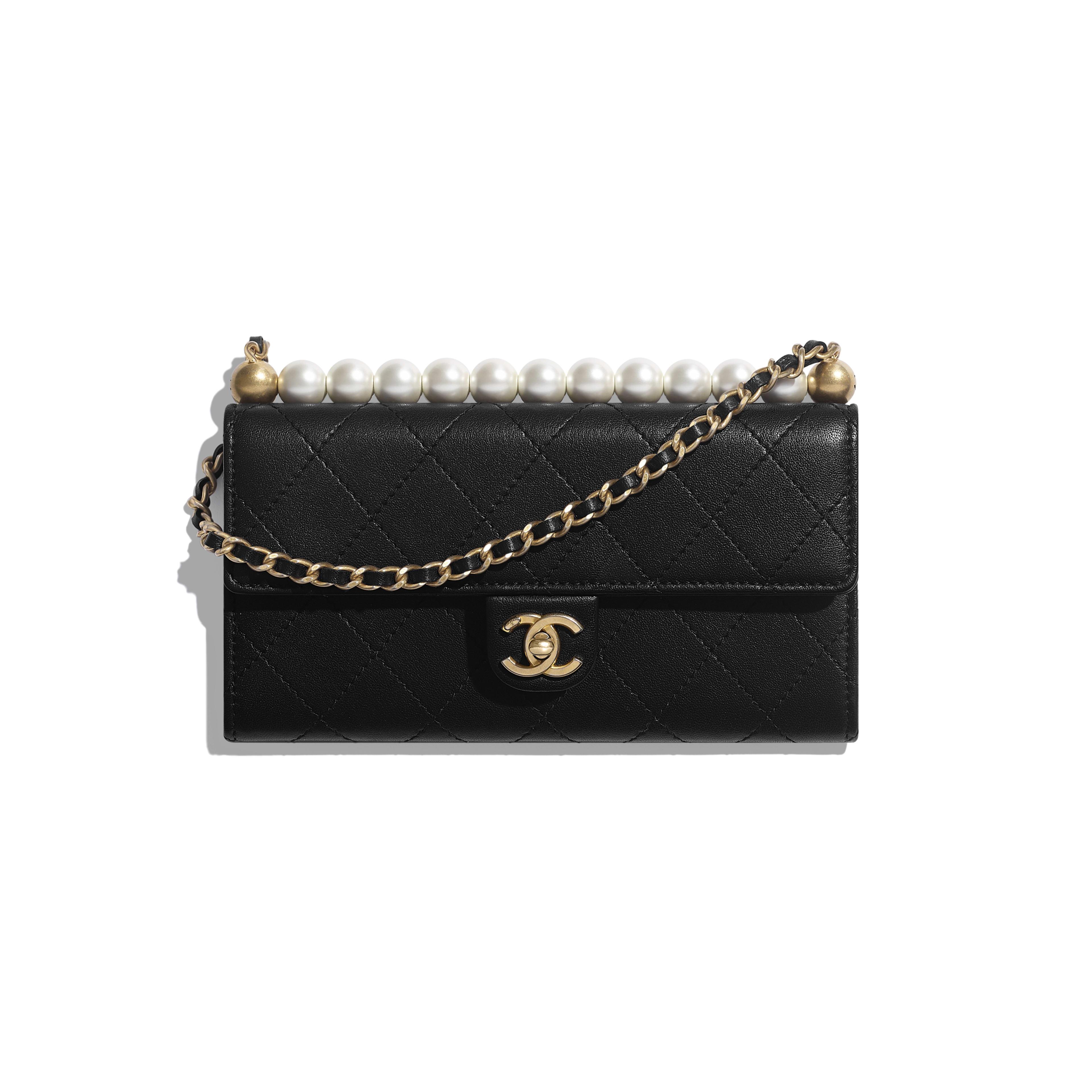 กระเป๋าคลัทช์พร้อมสายโซ่ - สีดำ - หนังแพะ, มุกสังเคราะห์ และโลหะสีทอง - มุมมองปัจจุบัน - ดูเวอร์ชันขนาดเต็ม