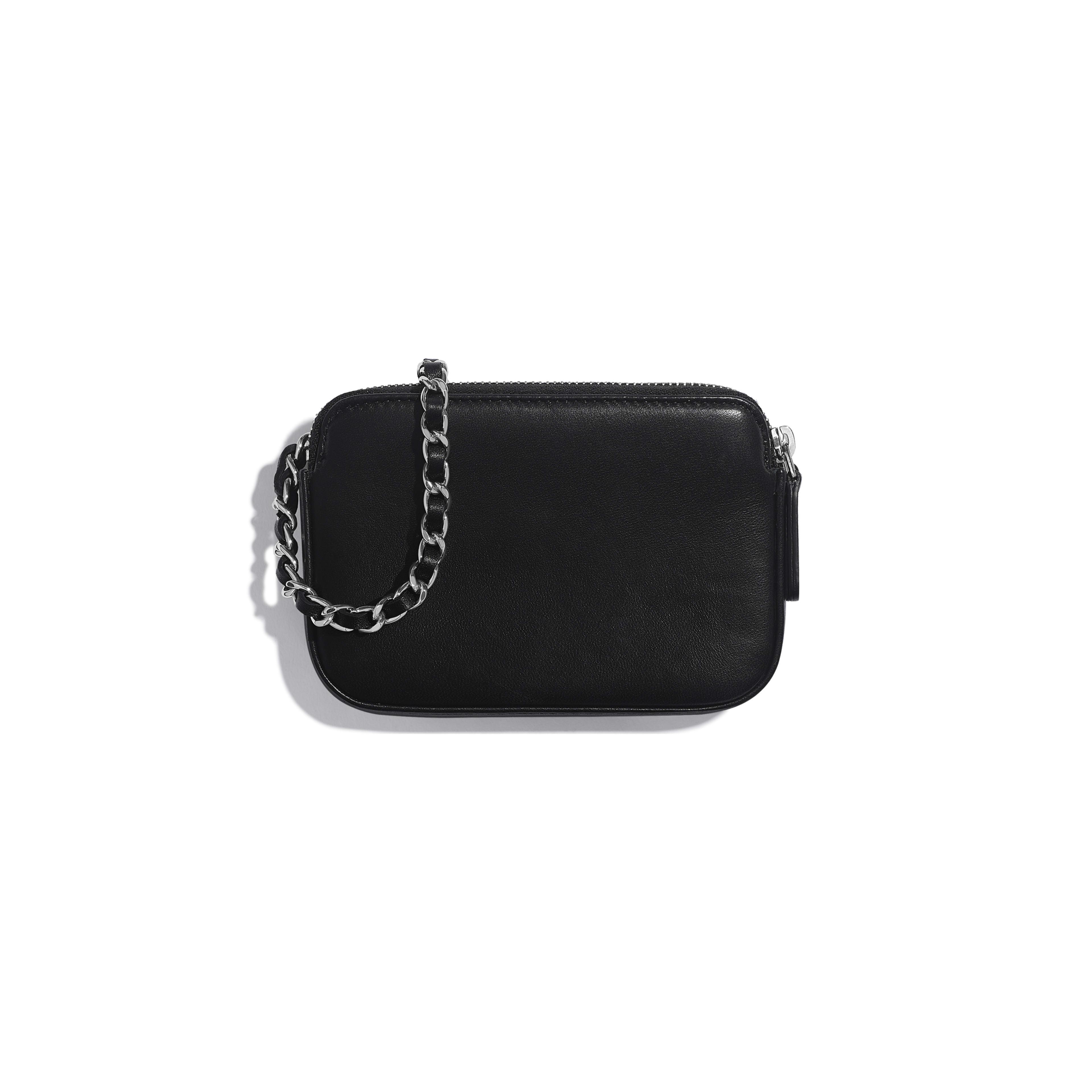 กระเป๋าคลัทช์พร้อมสายโซ่ - สีดำ สีเงิน และสีขาว - หนังแกะ ปักเลื่อม และประดับโลหะสีเงิน - มุมมองทางอื่น - ดูเวอร์ชันขนาดเต็ม