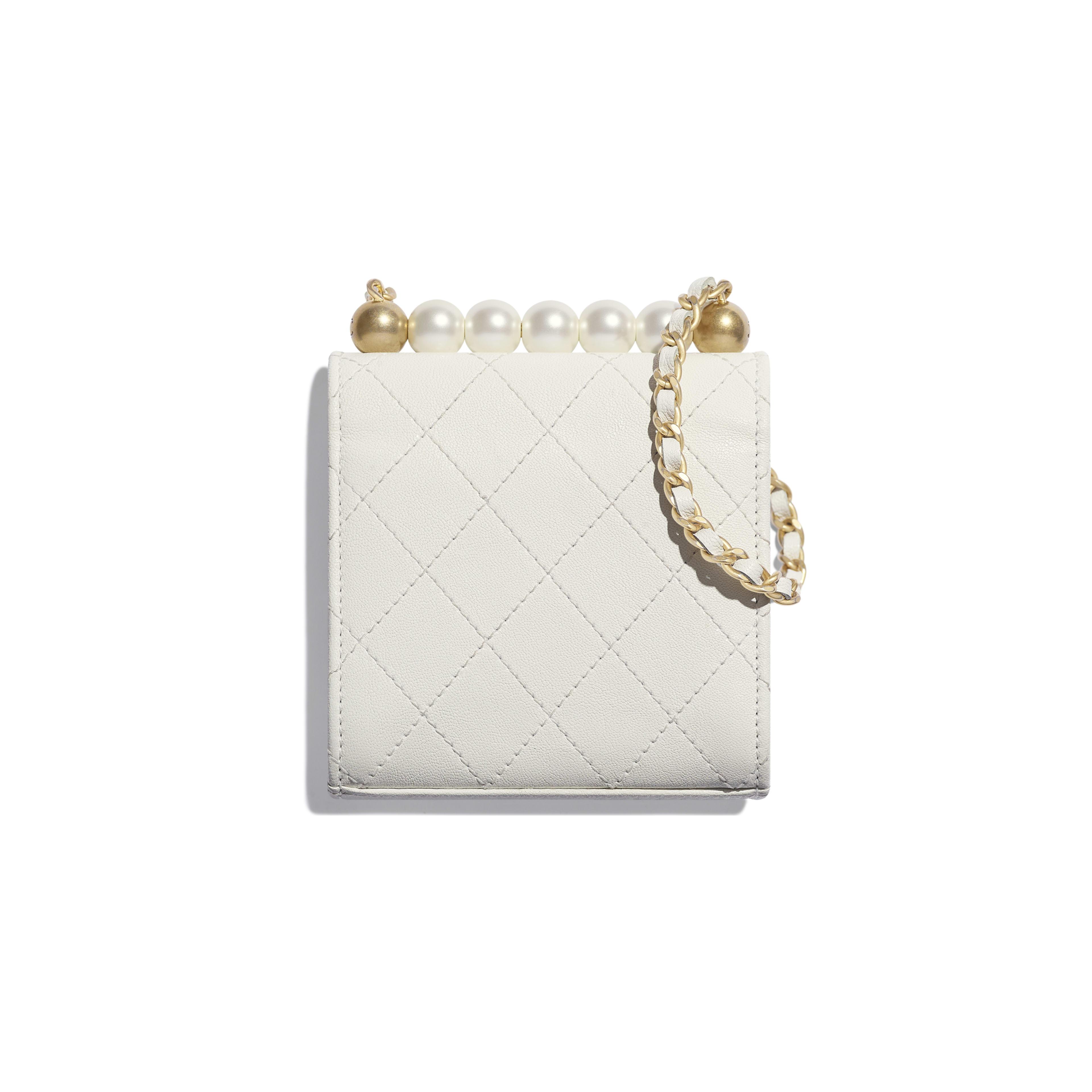 กระเป๋าคลัทช์พร้อมสายโซ่ - สีขาว - หนังแพะ, มุกสังเคราะห์ และโลหะสีทอง - มุมมองทางอื่น - ดูเวอร์ชันขนาดเต็ม