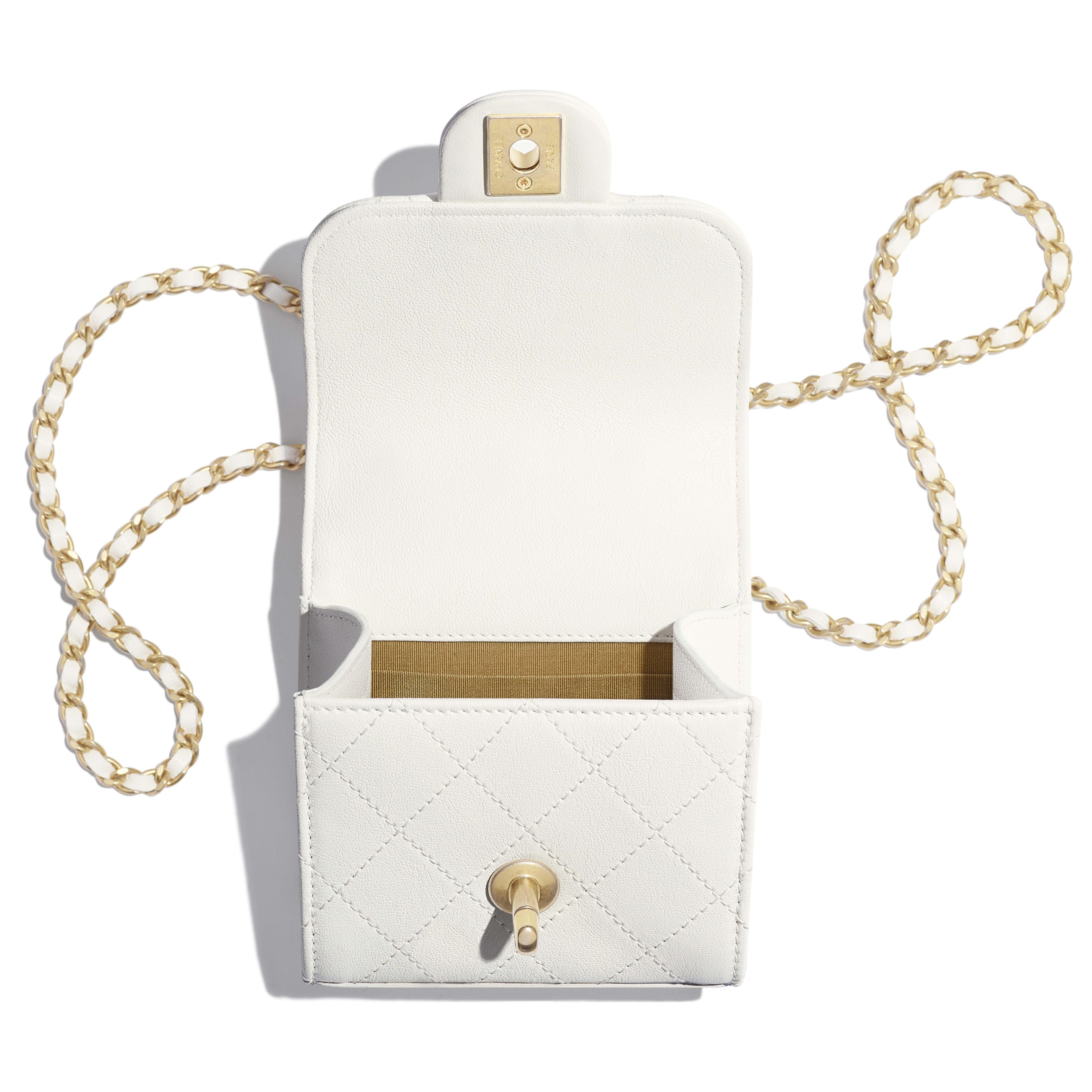 กระเป๋าคลัทช์พร้อมสายโซ่ - สีขาว - หนังแพะ, มุกสังเคราะห์ และโลหะสีทอง - มุมมองอื่น - ดูเวอร์ชันขนาดเต็ม