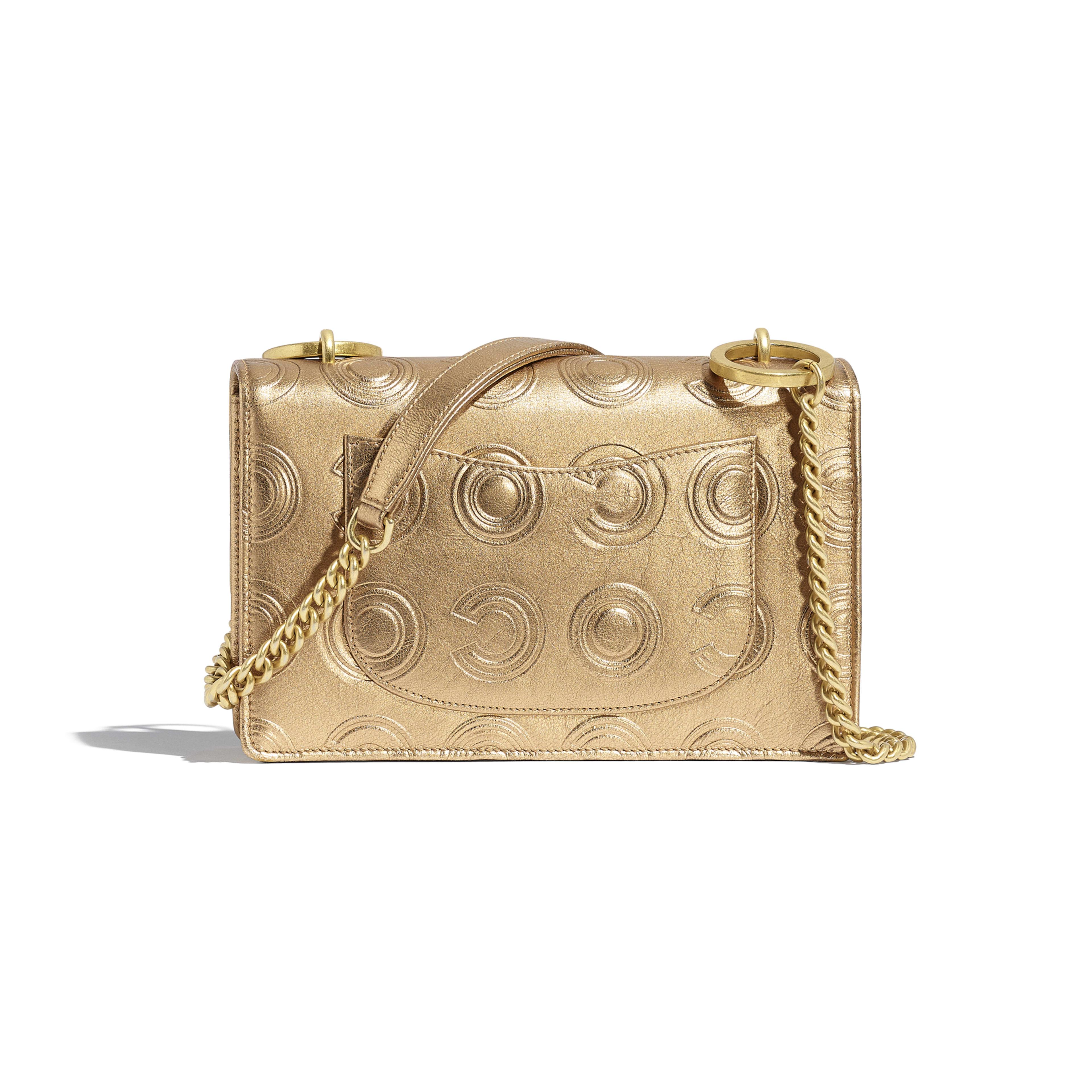 Сумка-конверт - Золотистый - Металлизированная кожа теленка и золотистый металл - Альтернативный вид - посмотреть полноразмерное изображение