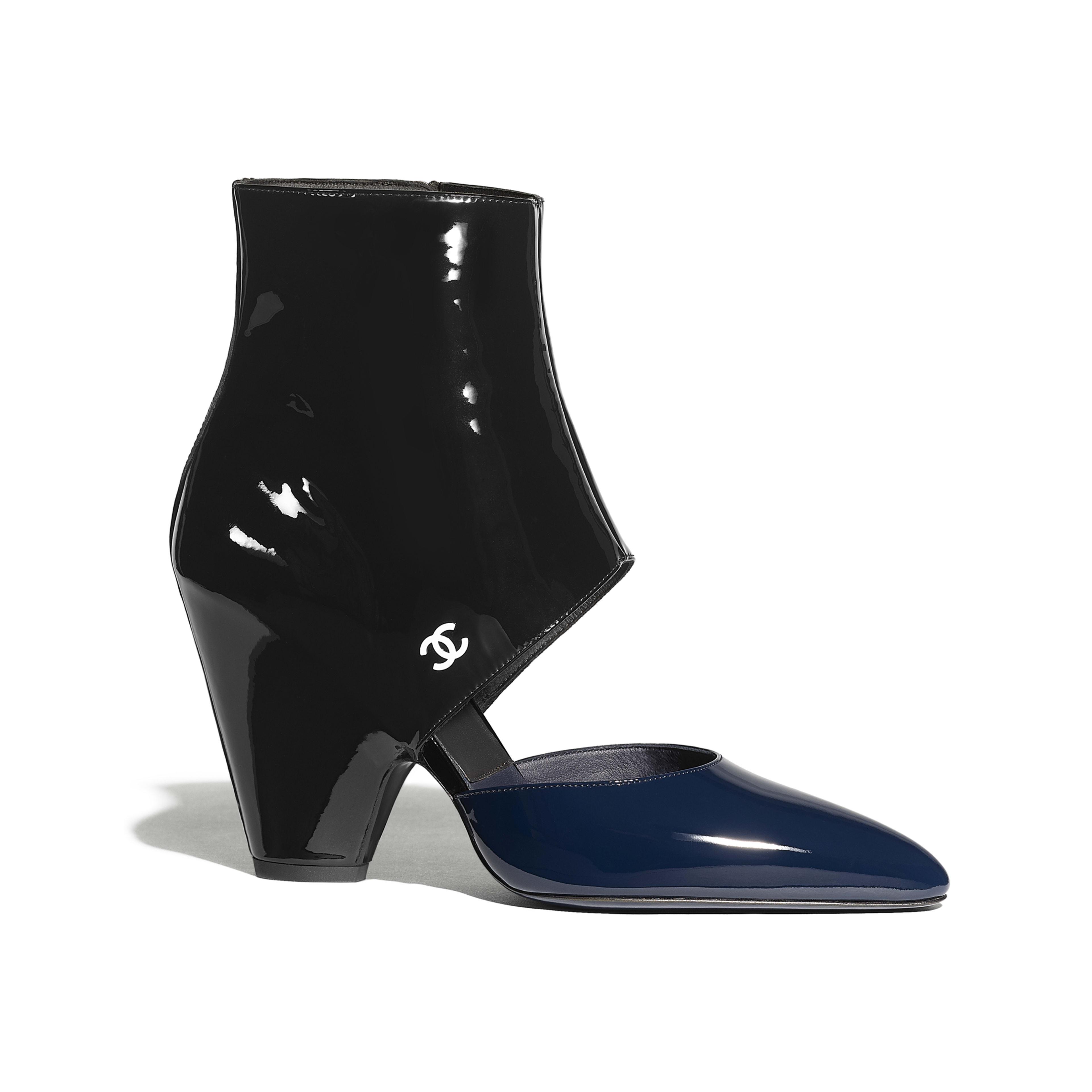 รองเท้าบู้ทสูงเท่าข้อเท้าแบบเปิดด้านหน้า - สีน้ำเงินเนวี่บลูและสีดำ - หนังลูกวัวเคลือบเงา - มุมมองปัจจุบัน - ดูเวอร์ชันขนาดเต็ม