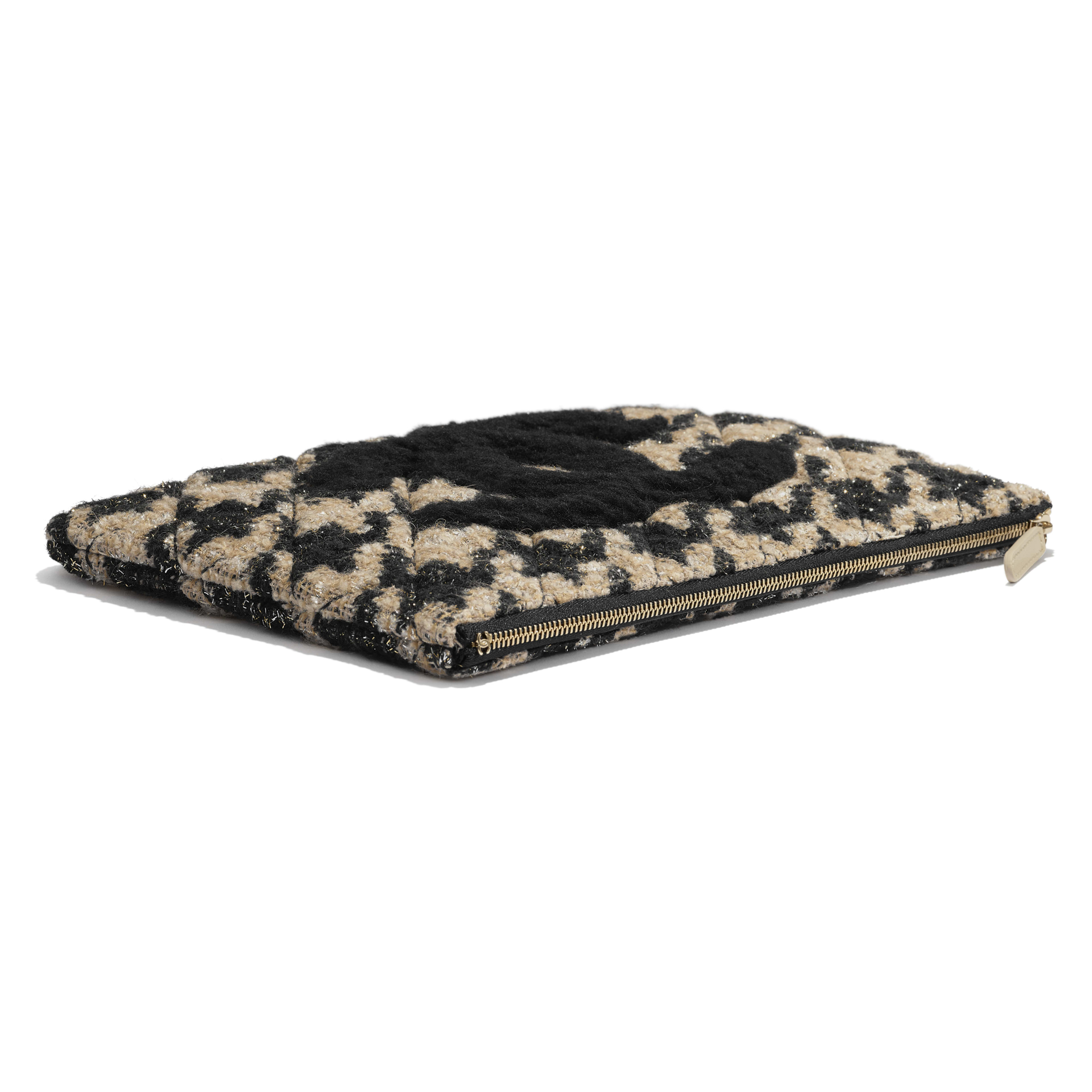 กระเป๋าเพาช์ - สีดำและสีเบจ - ผ้าทวีต หนังแกะเชียร์ลิ่ง และโลหะสีทอง - มุมมองพิเศษ - ดูเวอร์ชันขนาดเต็ม