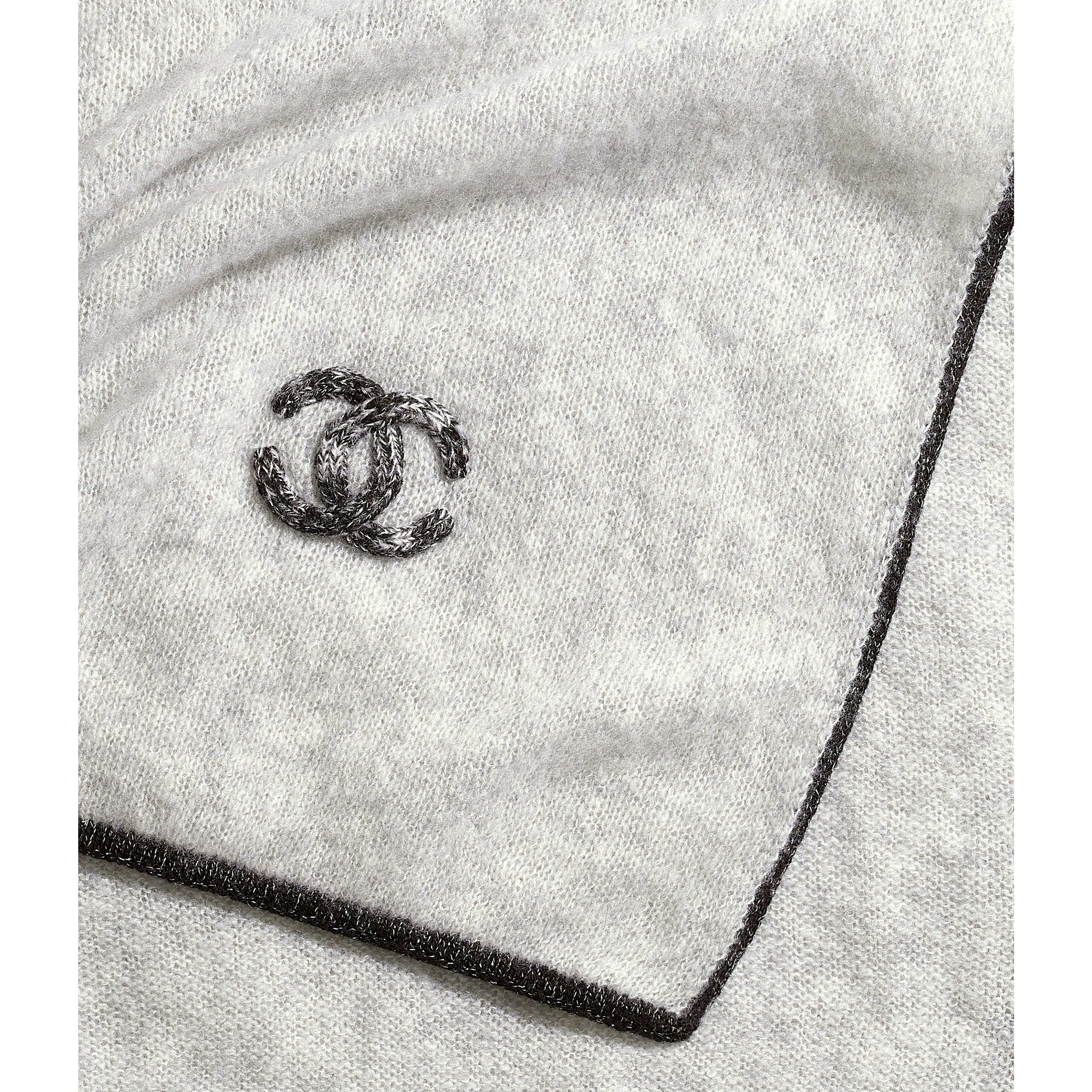 Шарф - Серый - Кашемир и шелк - Вид по умолчанию - посмотреть полноразмерное изображение