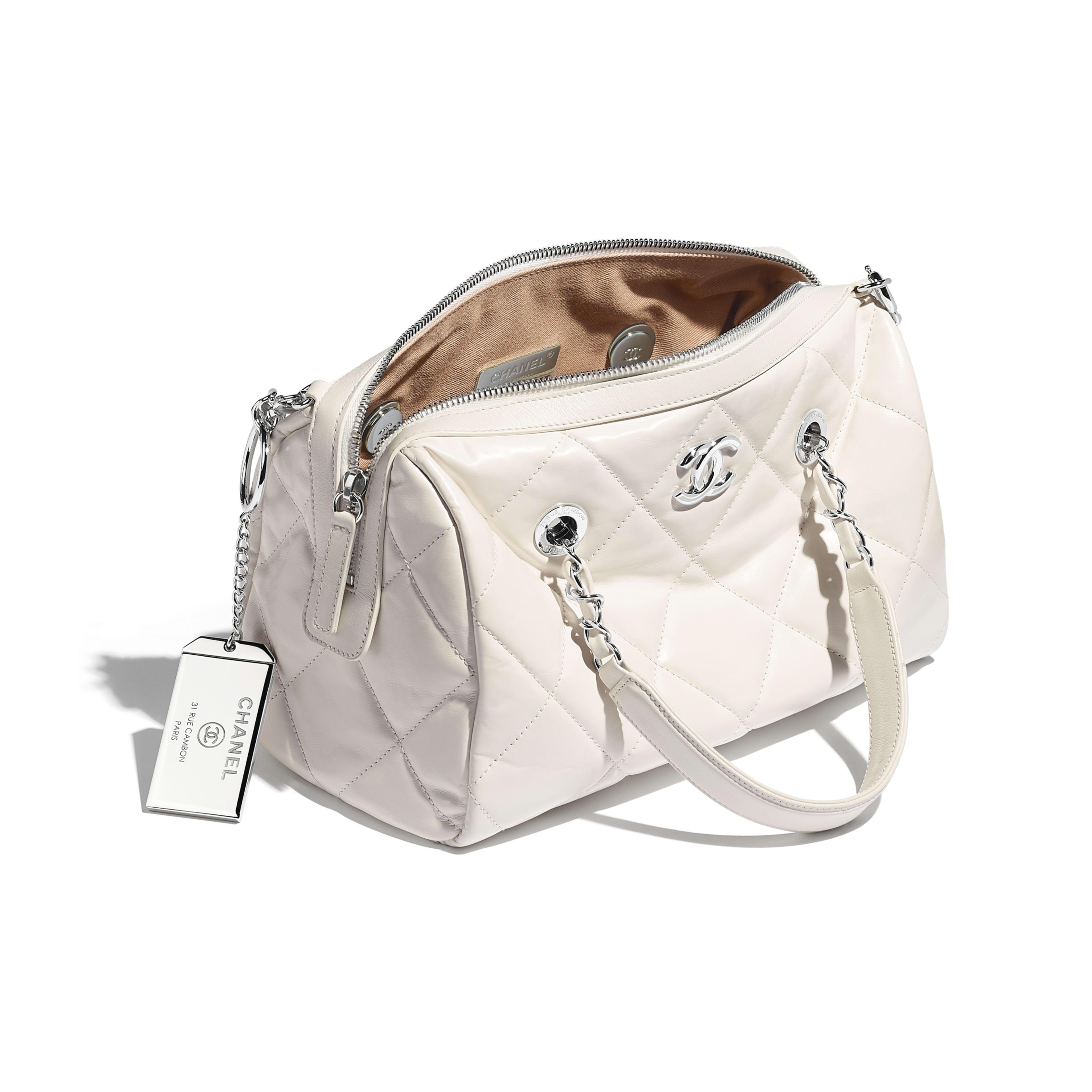 กระเป๋าทรงโบว์ลิ่งใบเล็ก - สีขาว - หนังลูกวัวและโลหะสีเงิน - มุมมองอื่น - ดูเวอร์ชันขนาดเต็ม