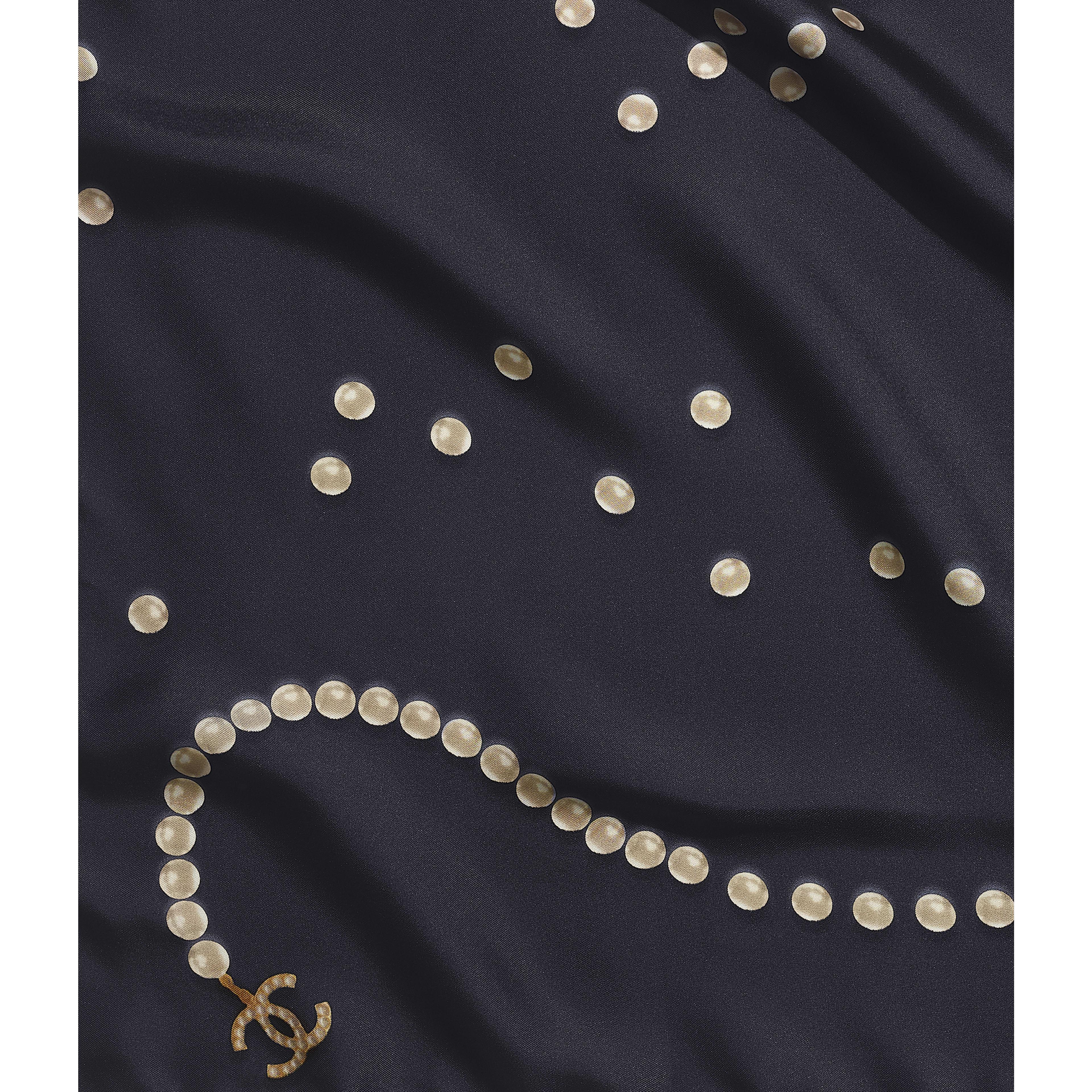 ผ้าพันคอทรงสี่เหลี่ยมจัตุรัส - สีน้ำเงินเนวี่บลู - ผ้าไหม - มุมมองปัจจุบัน - ดูเวอร์ชันขนาดเต็ม