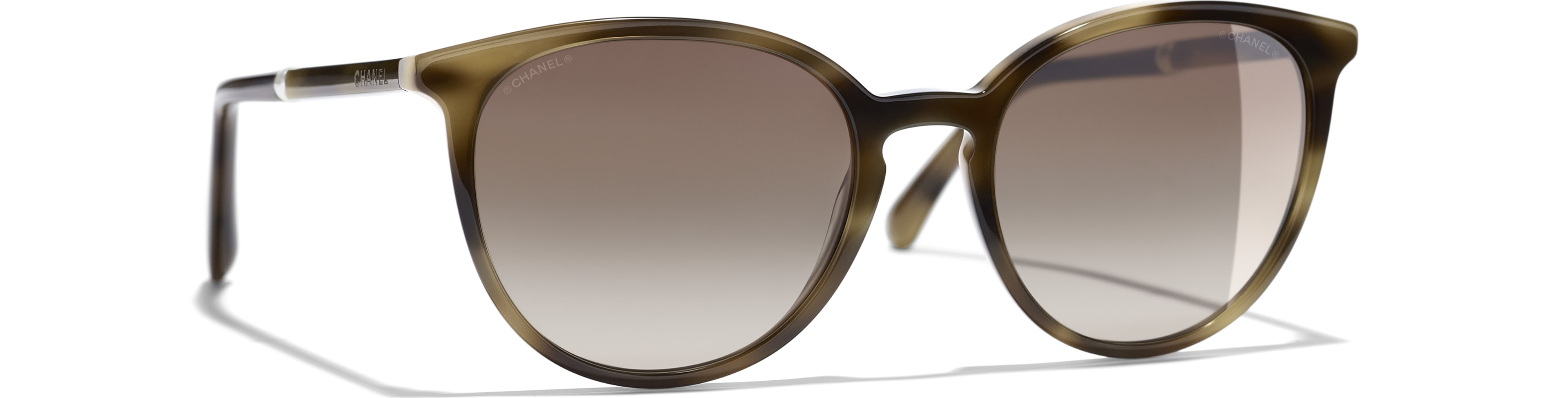 Acetate & Imitation Pearls tortoise frame. Brown gradient lenses