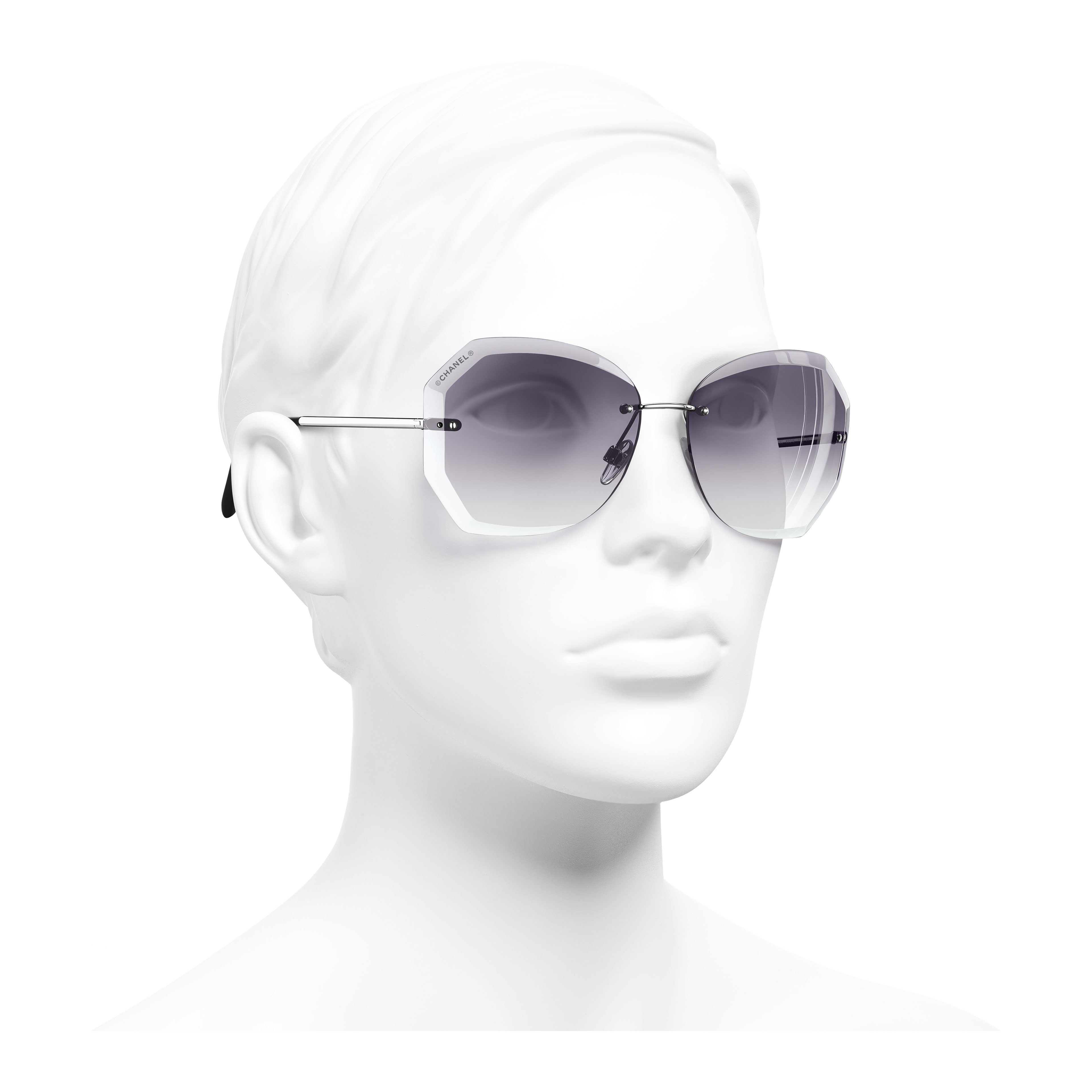 Солнцезащитные очки круглой формы - Серебристый и серый - Металл - Вид в три четверти - посмотреть полноразмерное изображение