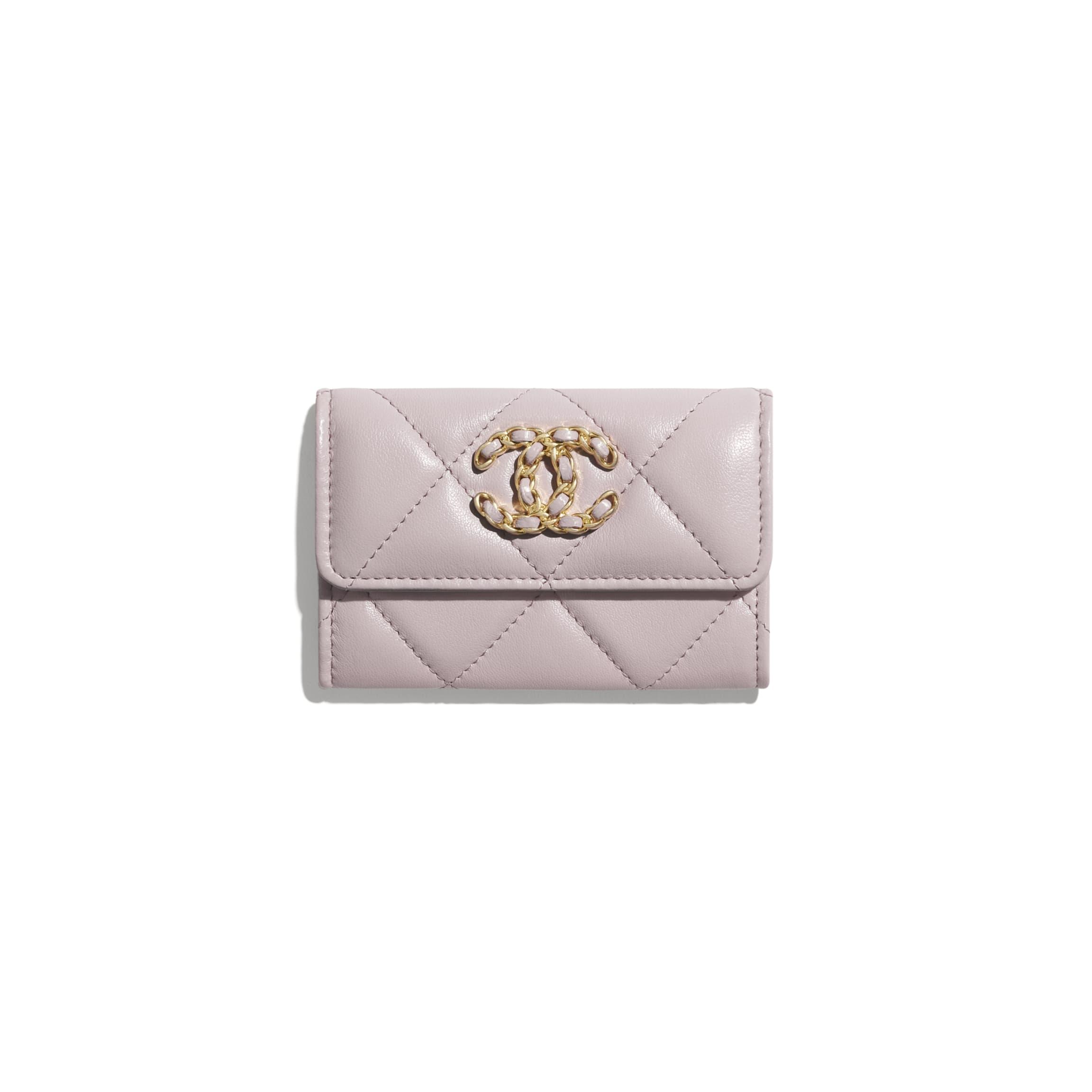 CHANEL  CHANEL19 垂蓋卡片套 小羊皮、金色、銀色及鍍釕金屬 淺粉紅色   HK$5,000