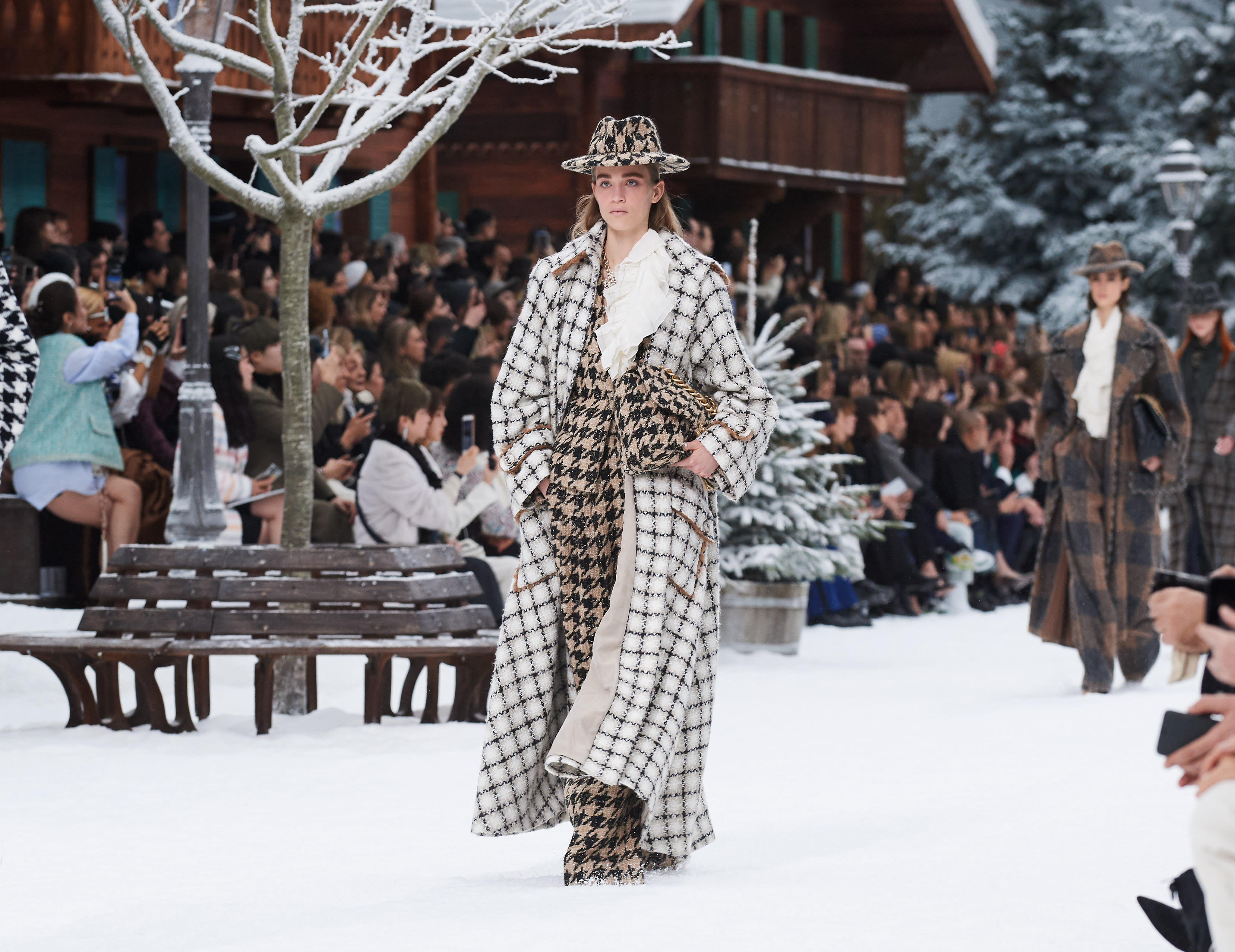 Looks From The Fall Winter 2019 20 Ready To Wear Show Chanel