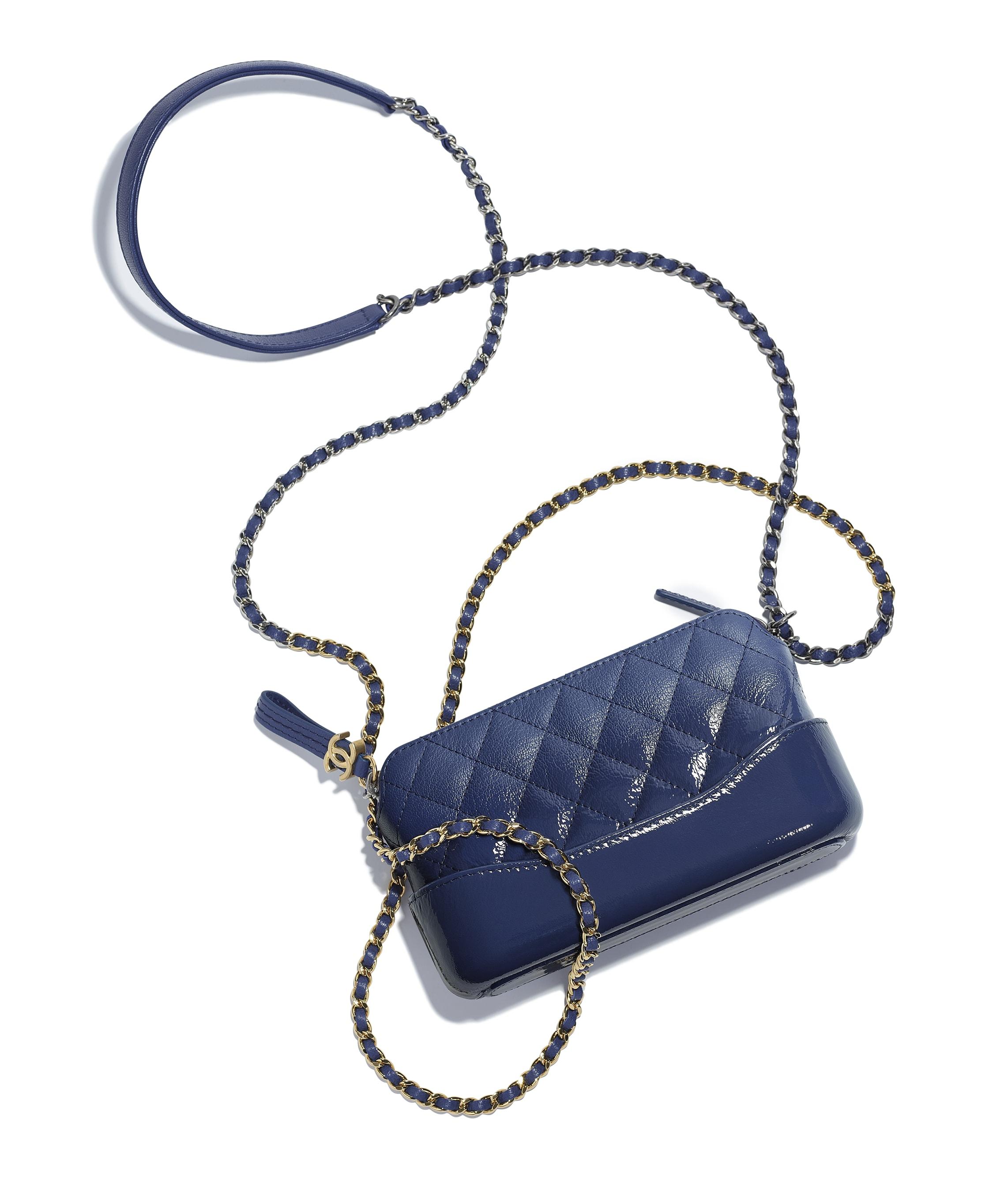 pochette mit kette ziegenleder ziegenlackleder silber goldfarbenes metall dunkelblau chanel. Black Bedroom Furniture Sets. Home Design Ideas