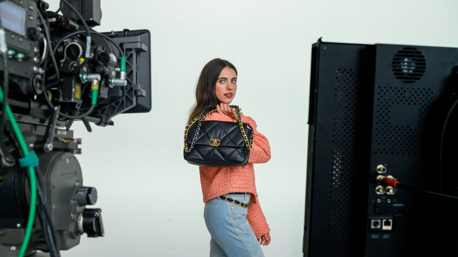 BEHIND-THE-SCENES OF THE<br /> CHANEL 19 BAG CAMPAIGN