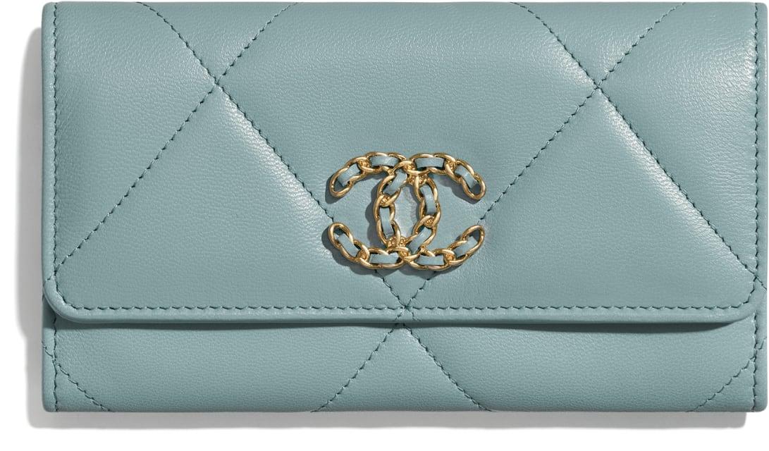 CHANEL 19 Flap Wallet