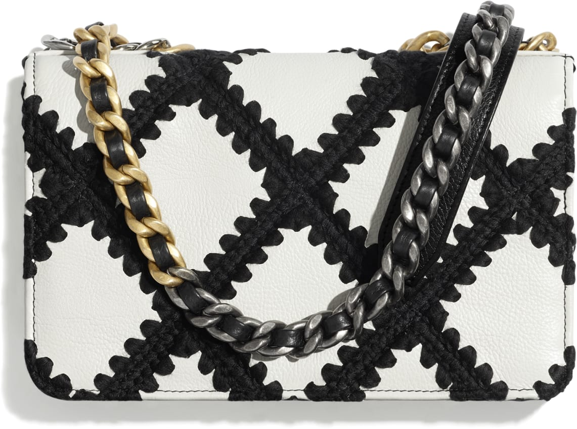 CHANEL 19 Wallet on Chain