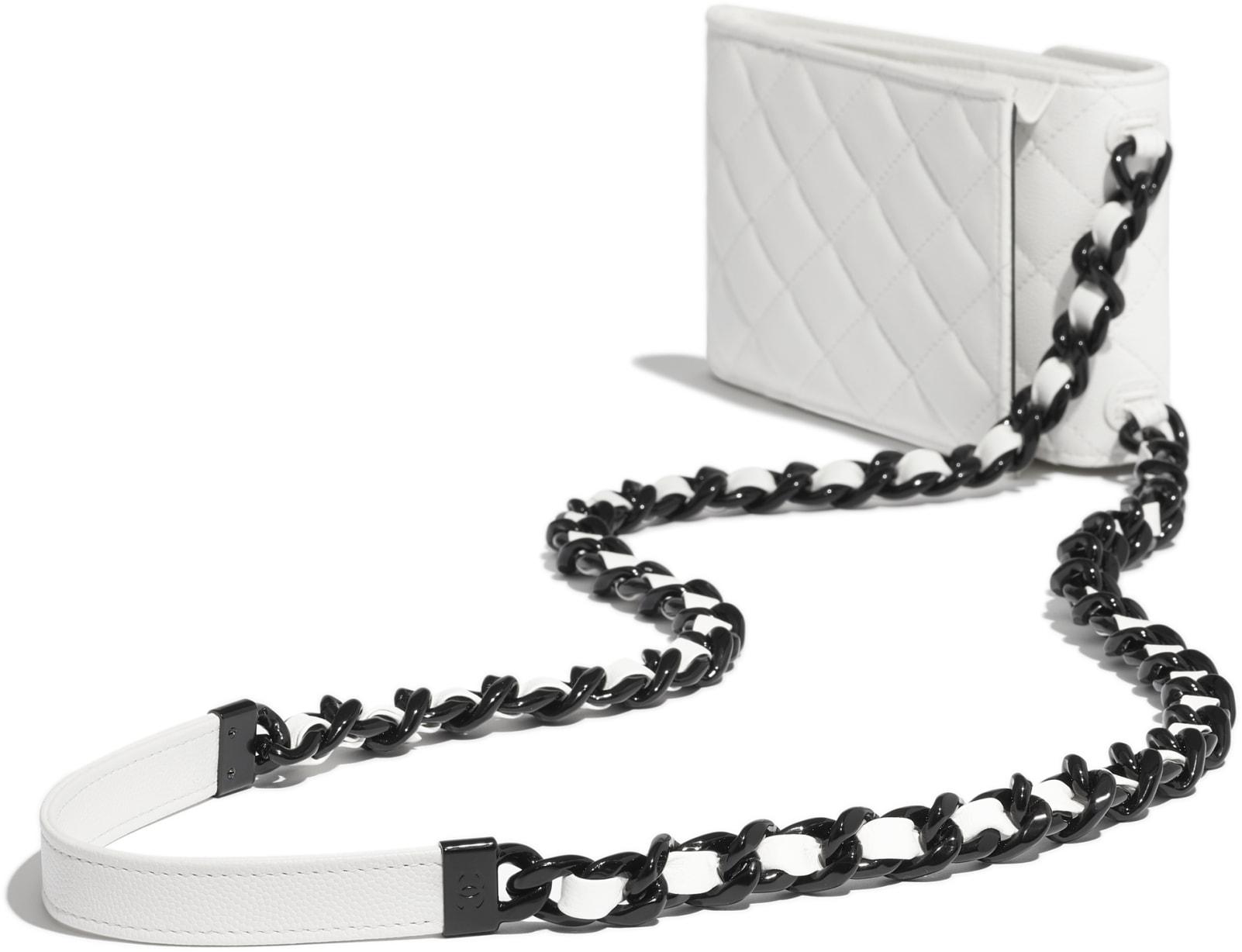 Pochette avec chaîne