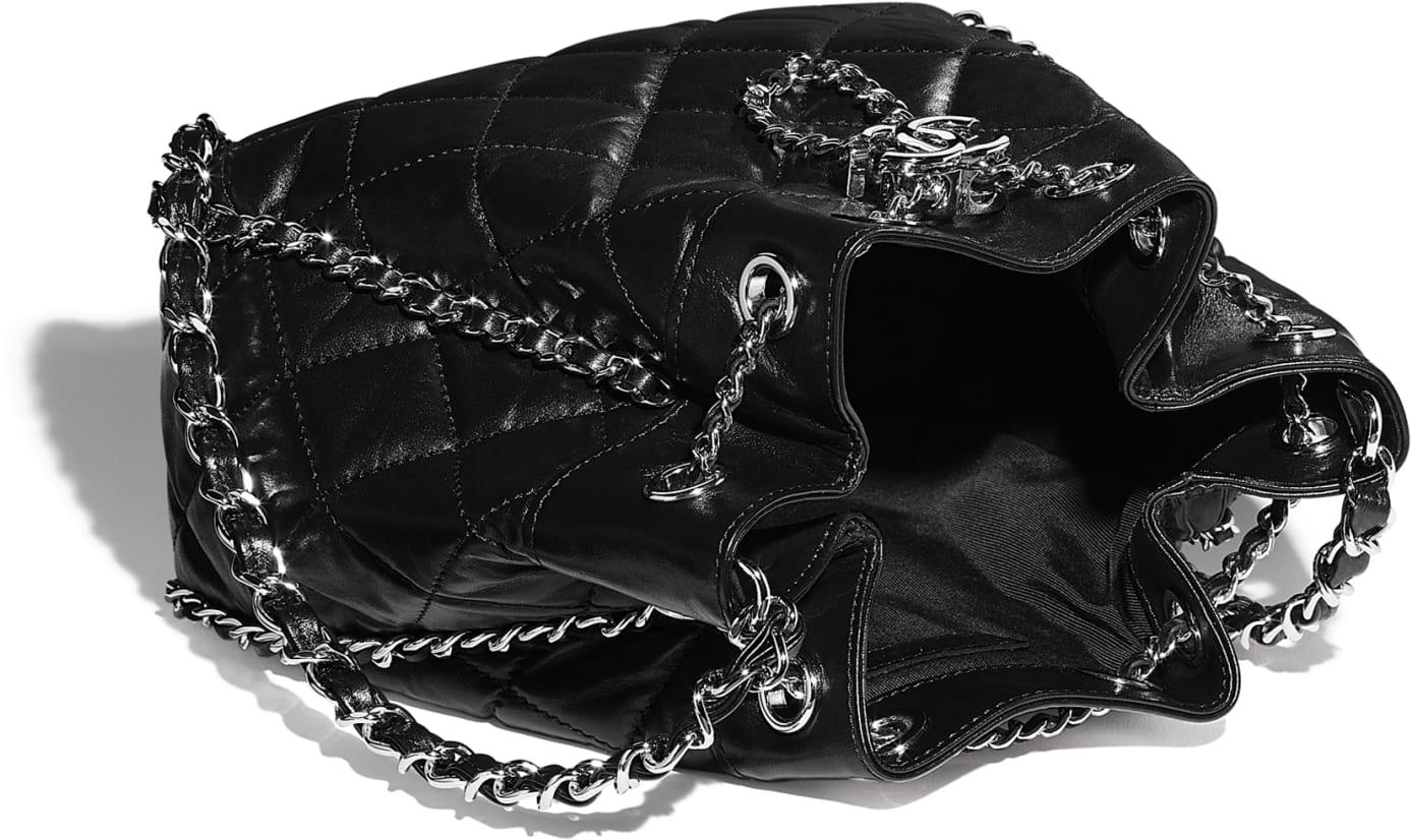 Bolso con cierre tipo cordón